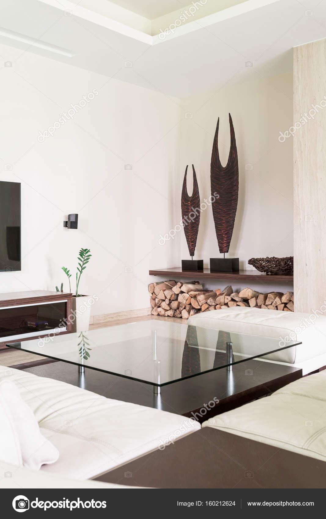 Arredamento moderno bianco con tavolo in vetro — Foto Stock ...
