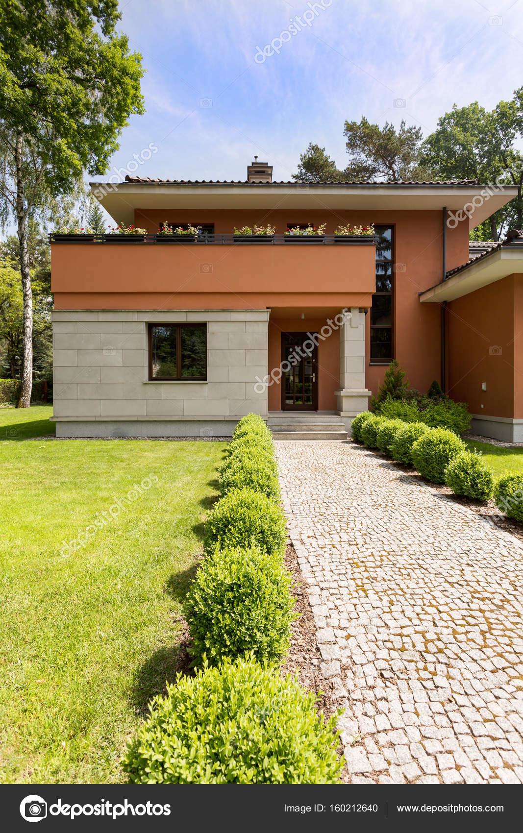 im genes casa moderna con jardin en el techo exterior