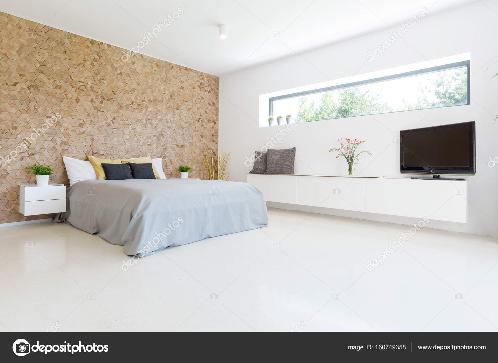Ruime en lichte slaapkamer — Stockfoto © photographee.eu #160749358