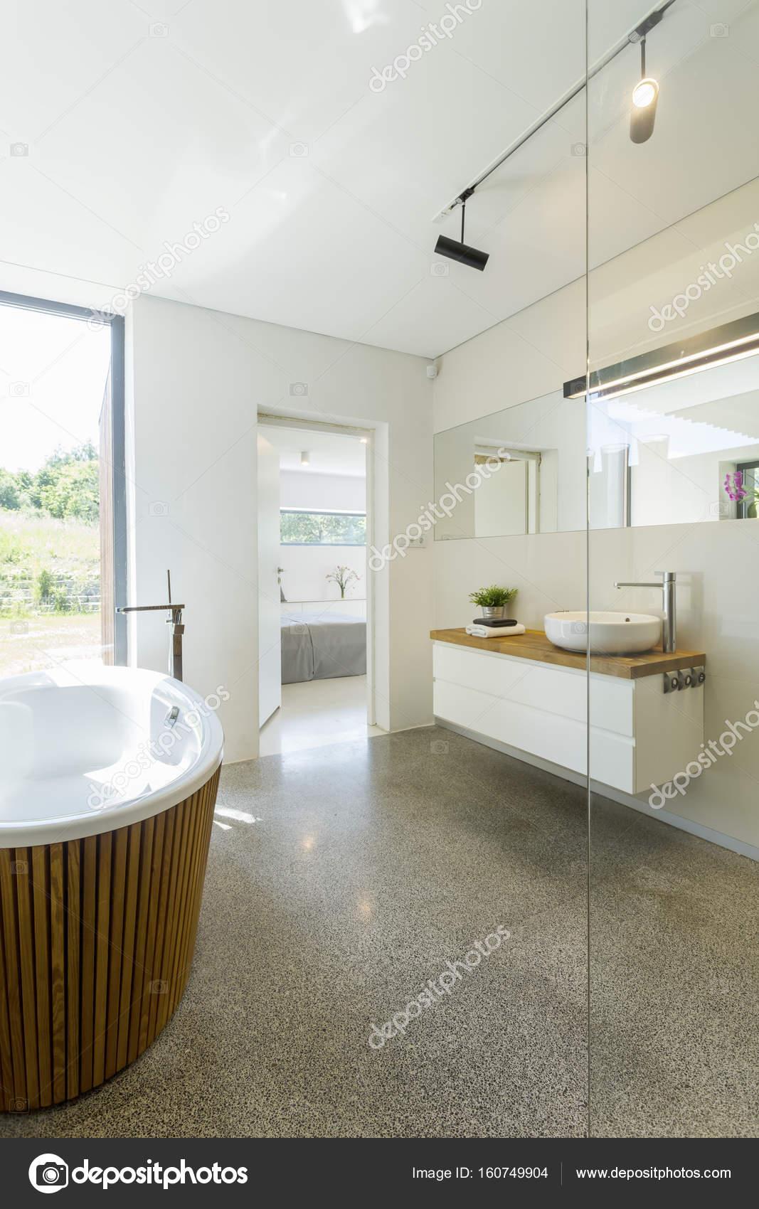 Lichte badkamer met granieten vloer — Stockfoto © photographee.eu ...