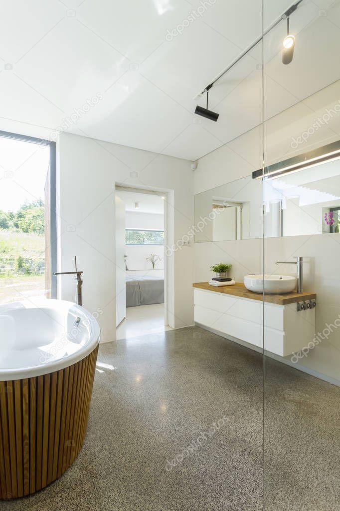 Extreem Lichte badkamer met granieten vloer — Stockfoto © photographee.eu XV12