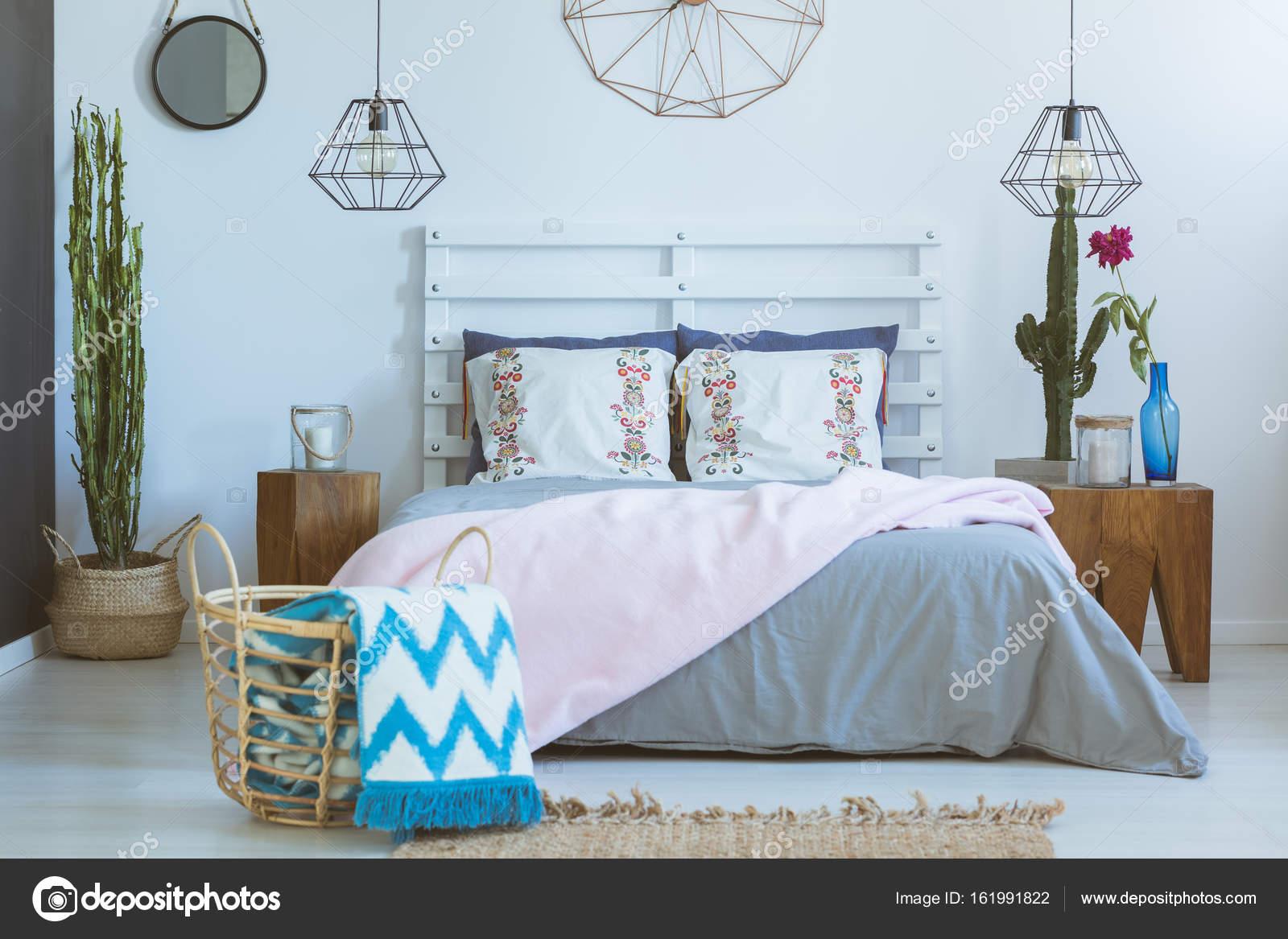 Slaapkamer gemengde materialen en kleuren u stockfoto