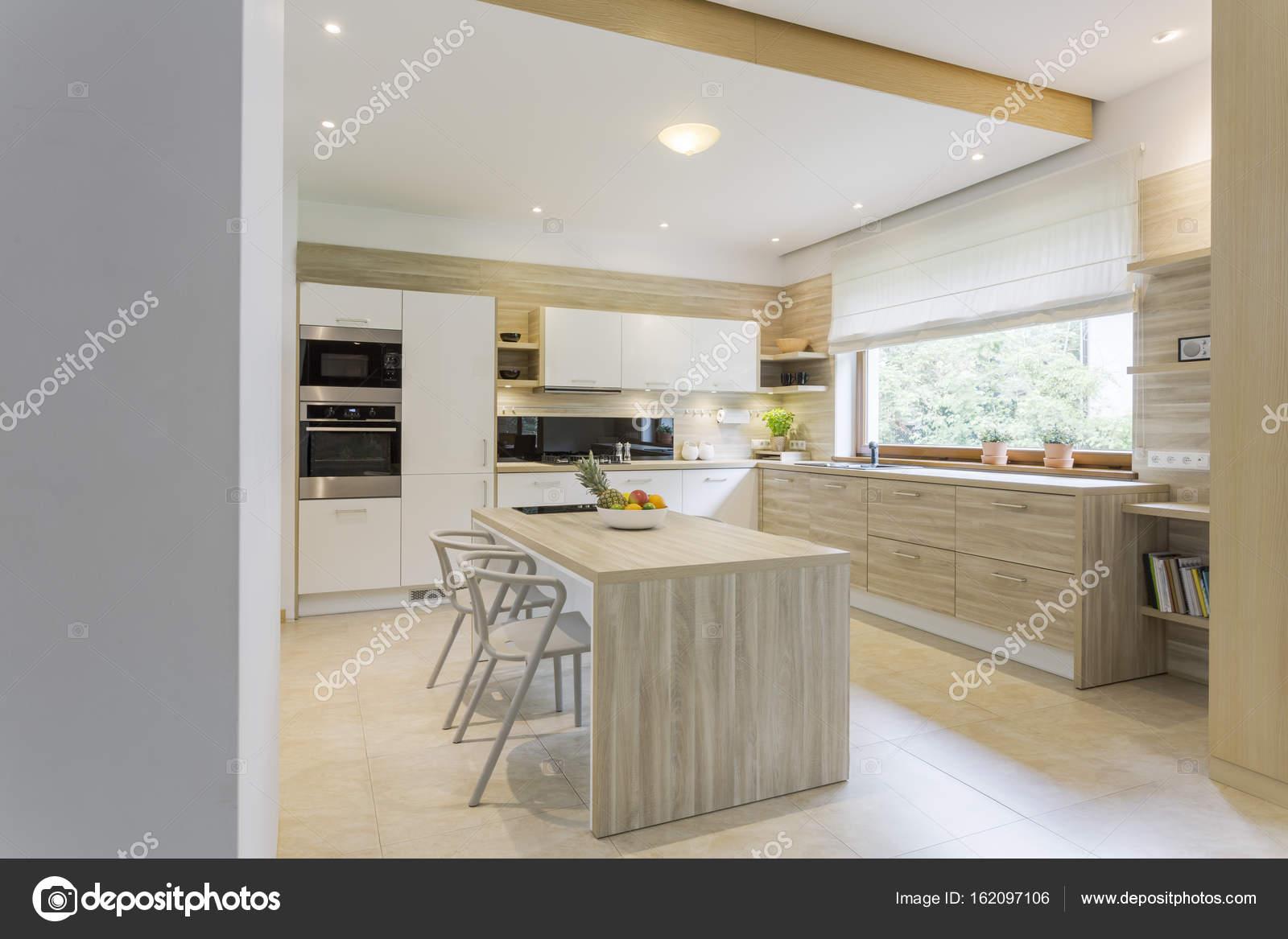 Cocina en tonos claros — Fotos de Stock © photographee.eu #162097106