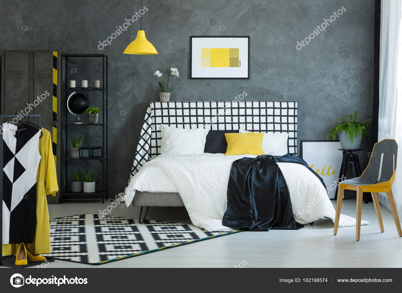 Schülers Schlafzimmer mit schwarzen Kugel — Stockfoto © photographee ...