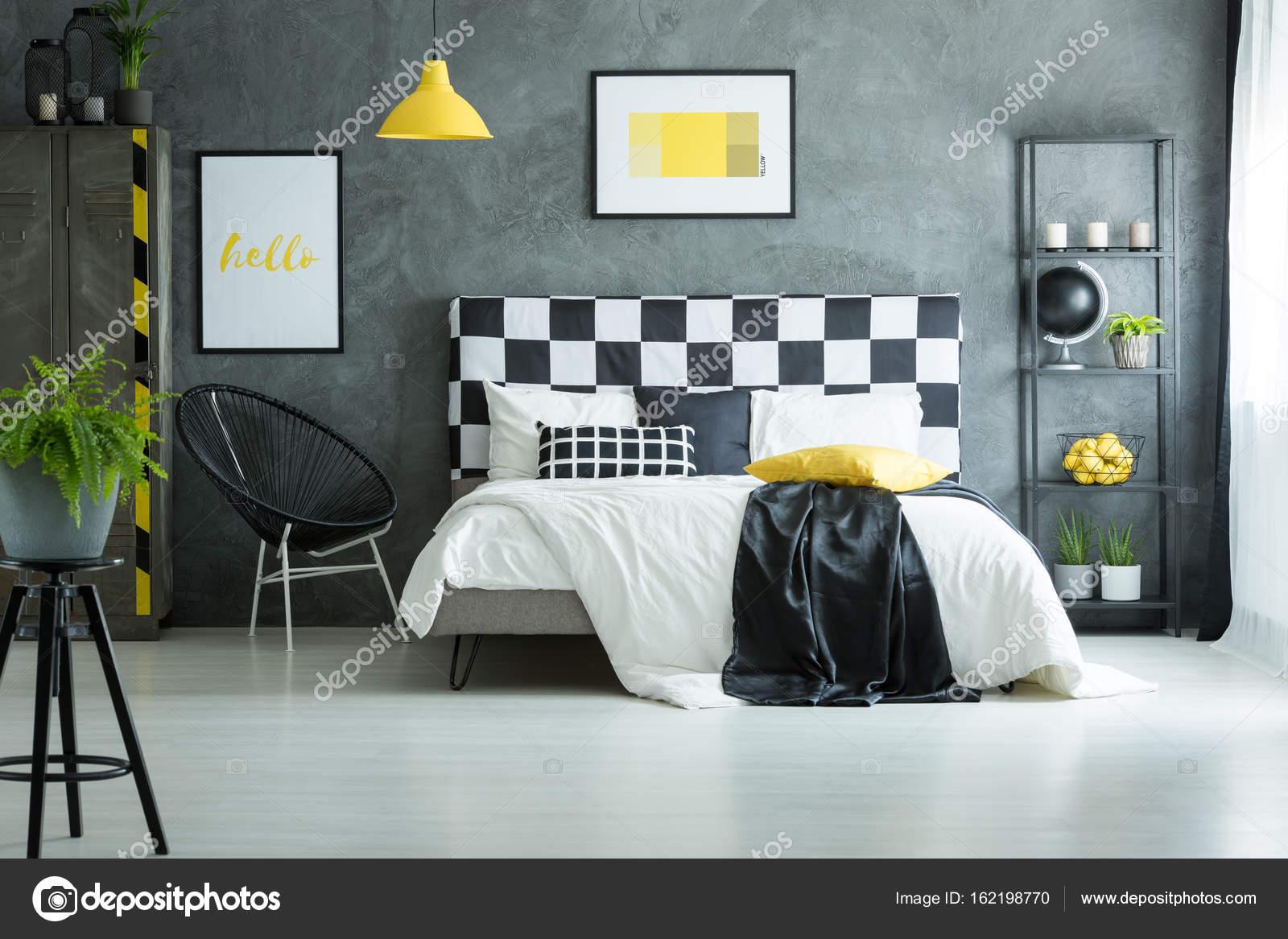 Camera Da Letto Bianco Lucido : Accogliente camera da letto con pavimento bianco lucido u2014 foto stock