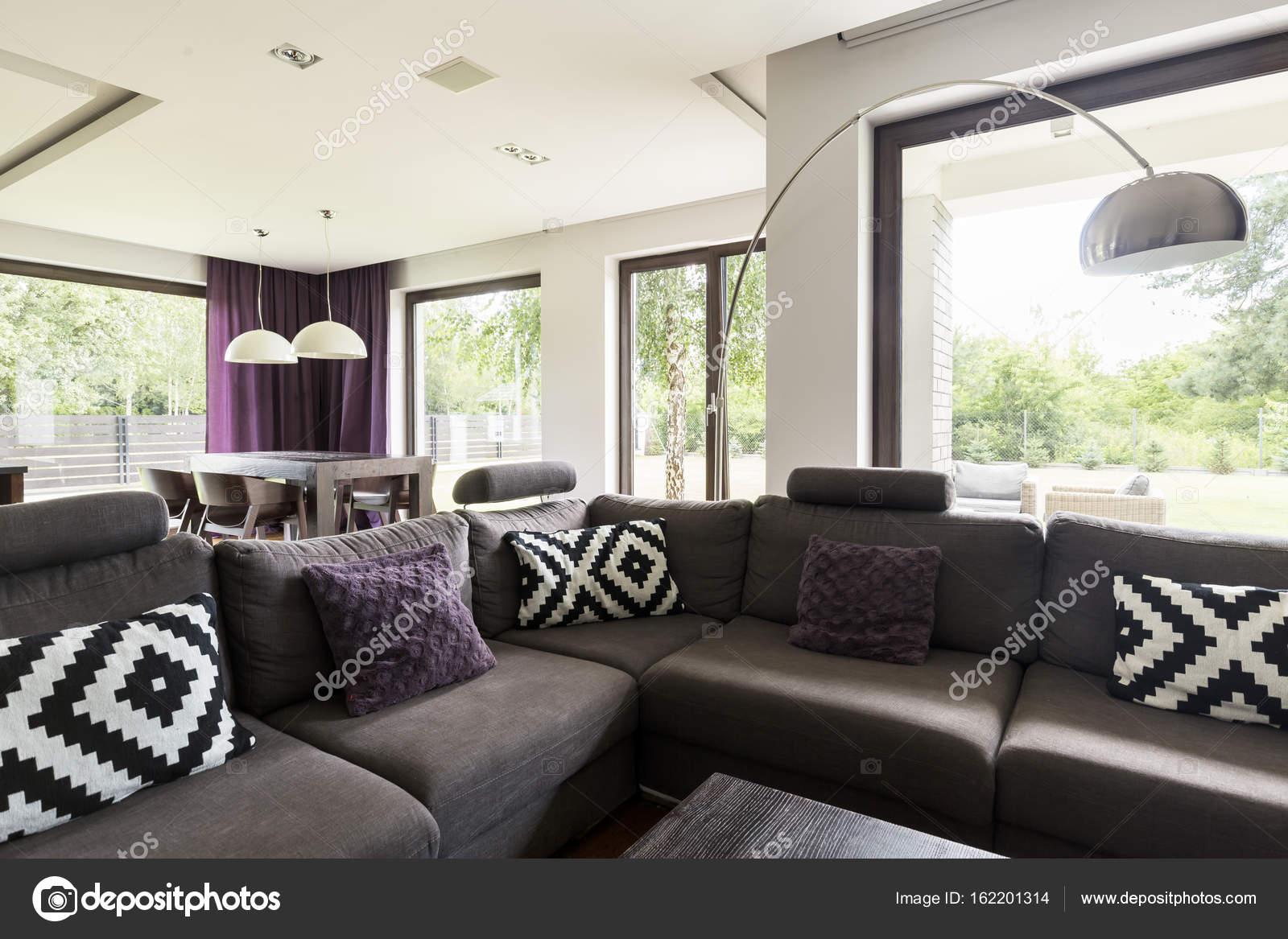 Wohnzimmer Mit Graue Couch Stockfoto C Photographee Eu 162201314