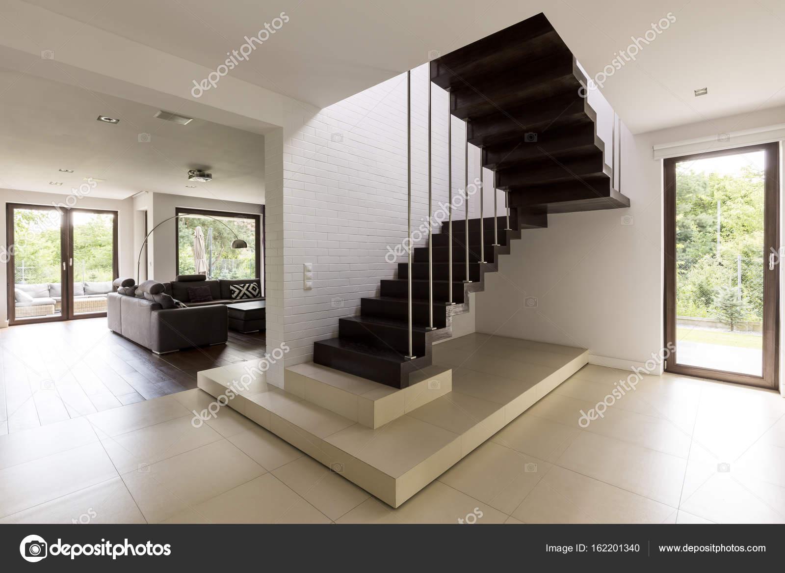 Treppe im Wohnzimmer — Stockfoto © photographee.eu #162201340