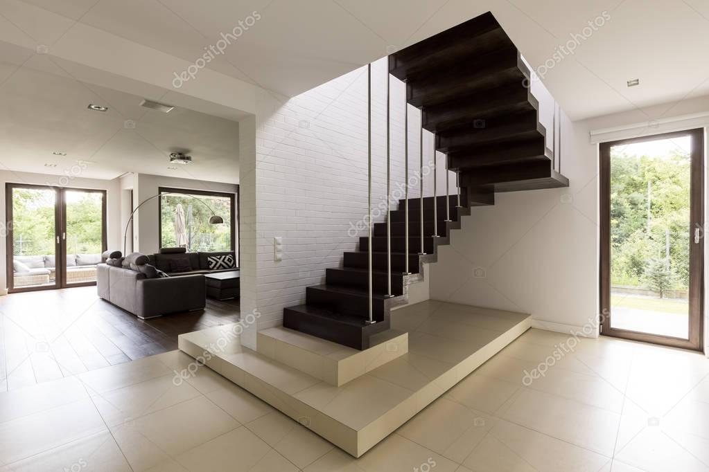 treppe im wohnzimmer stockfoto 162201340. Black Bedroom Furniture Sets. Home Design Ideas