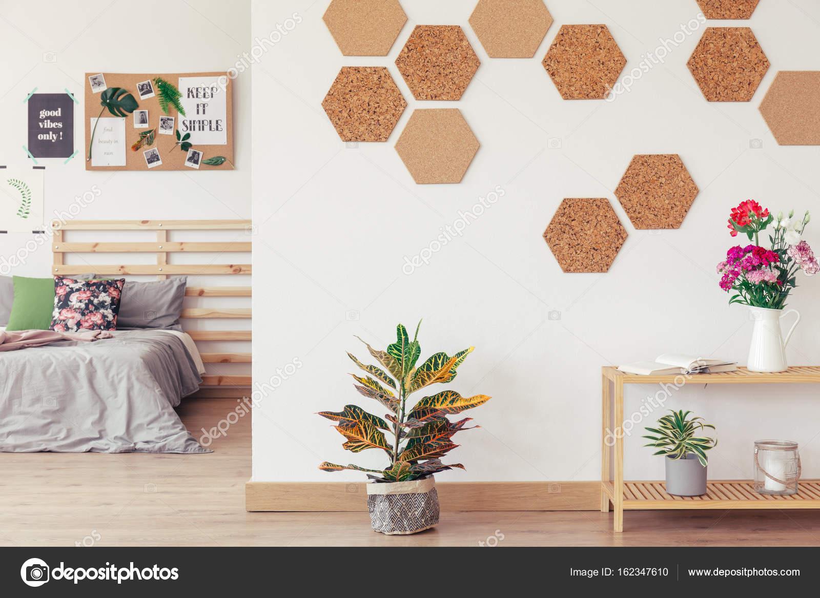 diy sechseck waben kork wand stockfoto 162347610. Black Bedroom Furniture Sets. Home Design Ideas