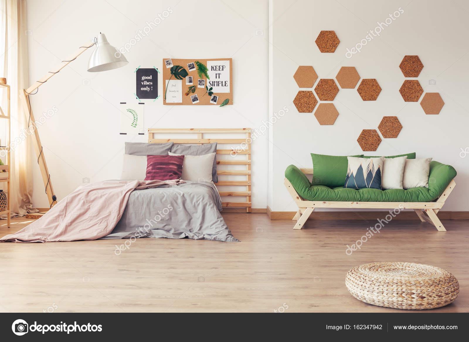 Scandinavisch Pastel Interieur : Groene accenten in scandinavische interieur u stockfoto