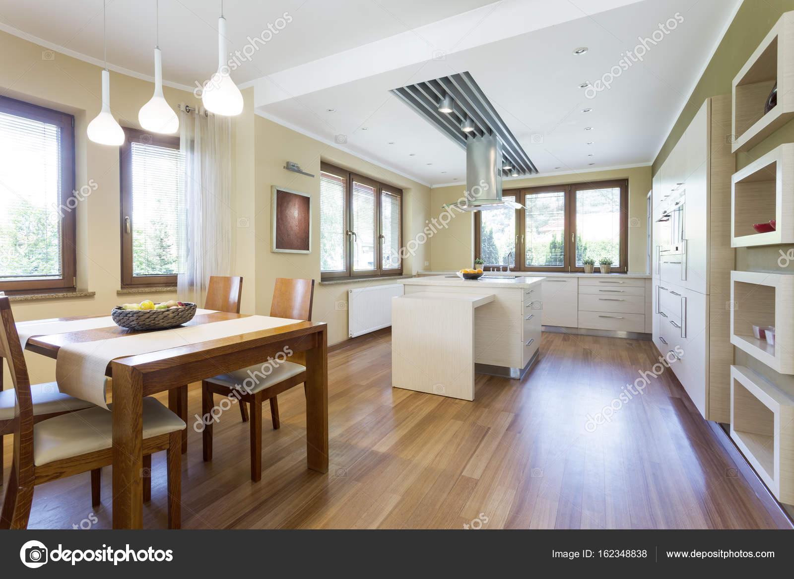 Küche im minimalistischen Stil — Stockfoto © photographee.eu #162348838