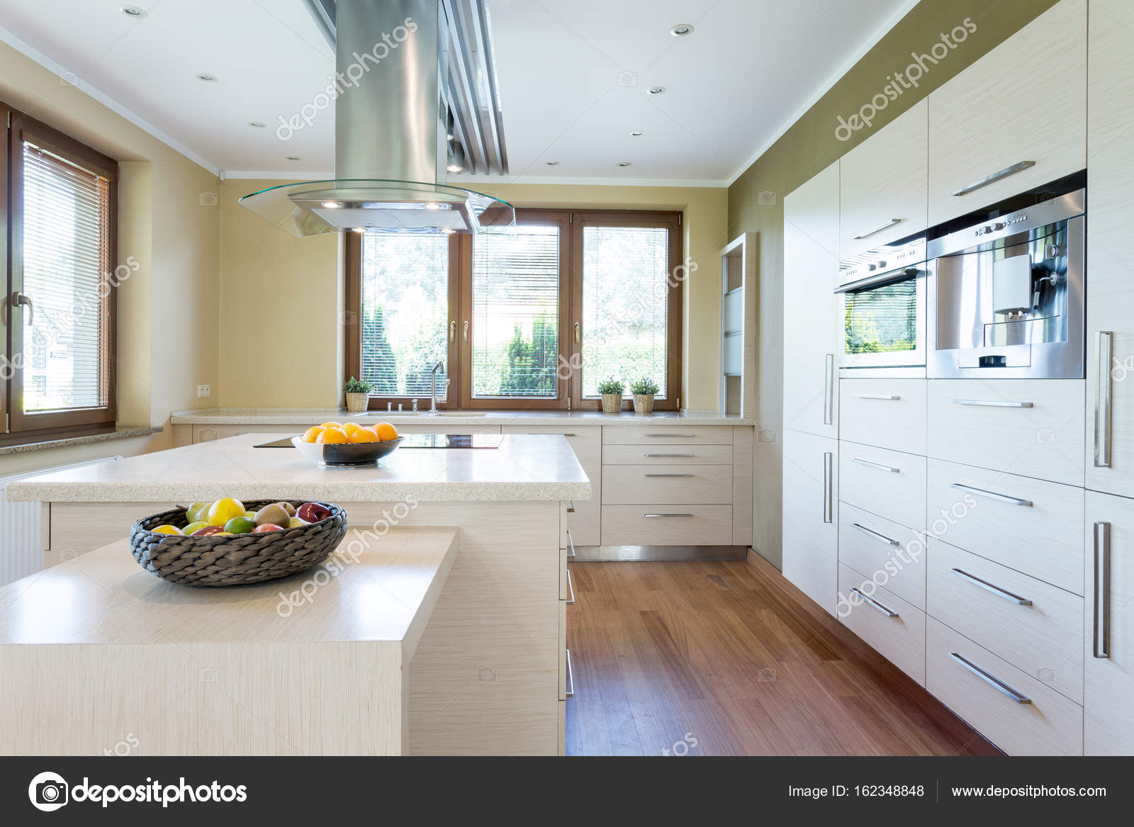 Stilvolle Küche mit Insel — Stockfoto © photographee.eu #162348848