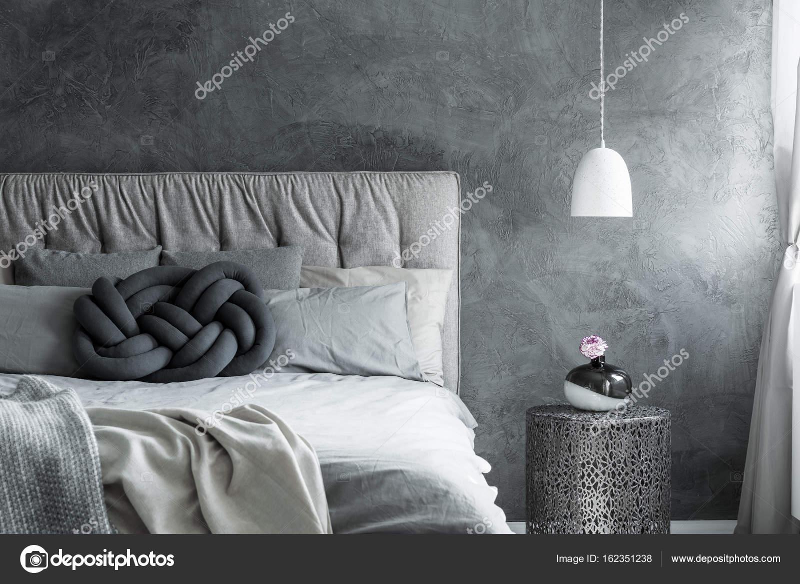 Schlafzimmer mit Diy Knoten Kissen — Stockfoto © photographee.eu ...
