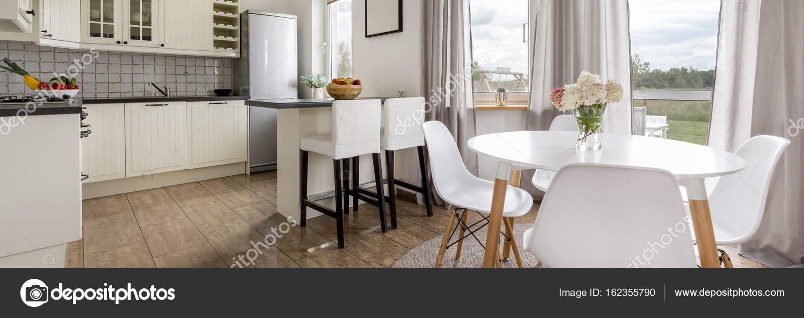 Cucina classica moderna — Foto Stock © photographee.eu #162355790