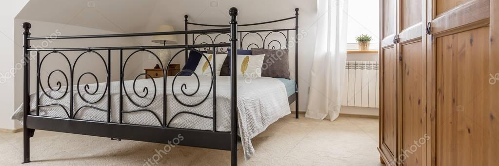 Metalen Frame Bed.Metalen Frame Bed Stockfoto C Photographee Eu 162356018