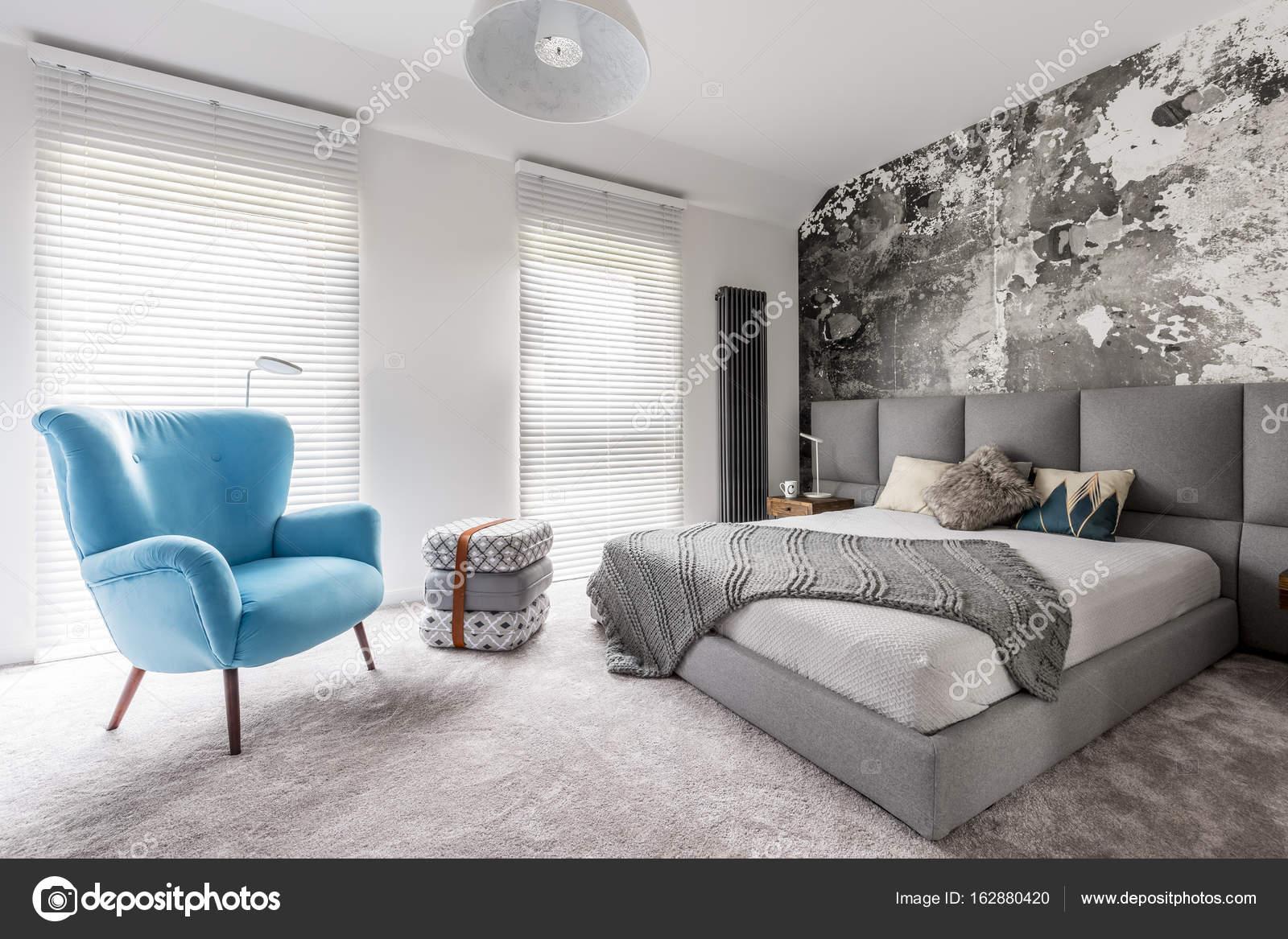 Sypialnia Z Rocznika Niebieski Fotel Zdjęcie Stockowe