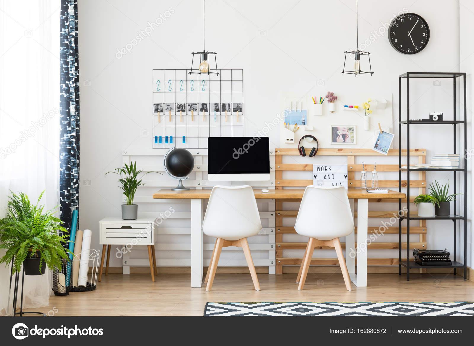 Espace de travail multifonctionnel en bureau à domicile