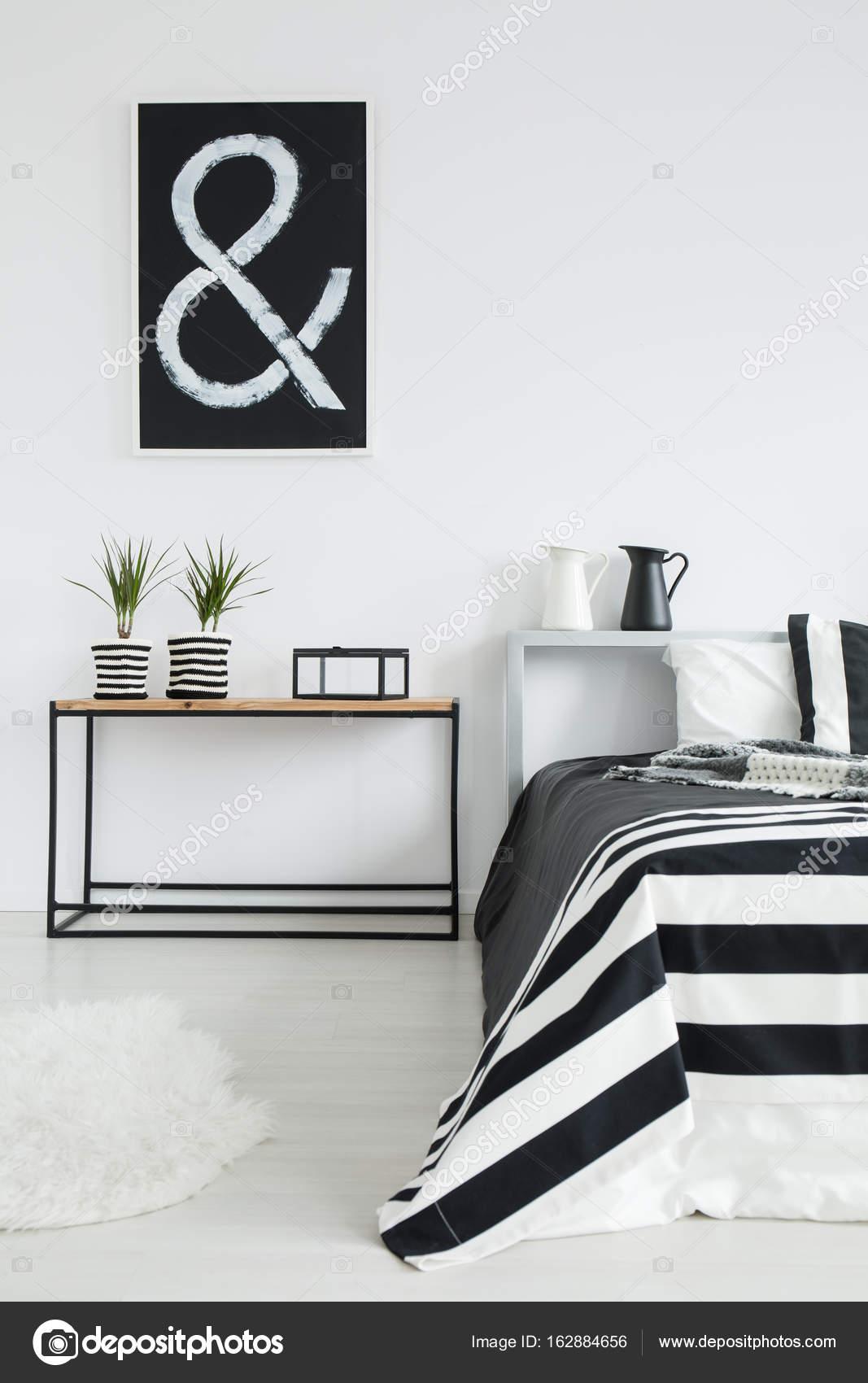 Gemütliches Schlafzimmer Schwarz / Weiß U2014 Stockfoto