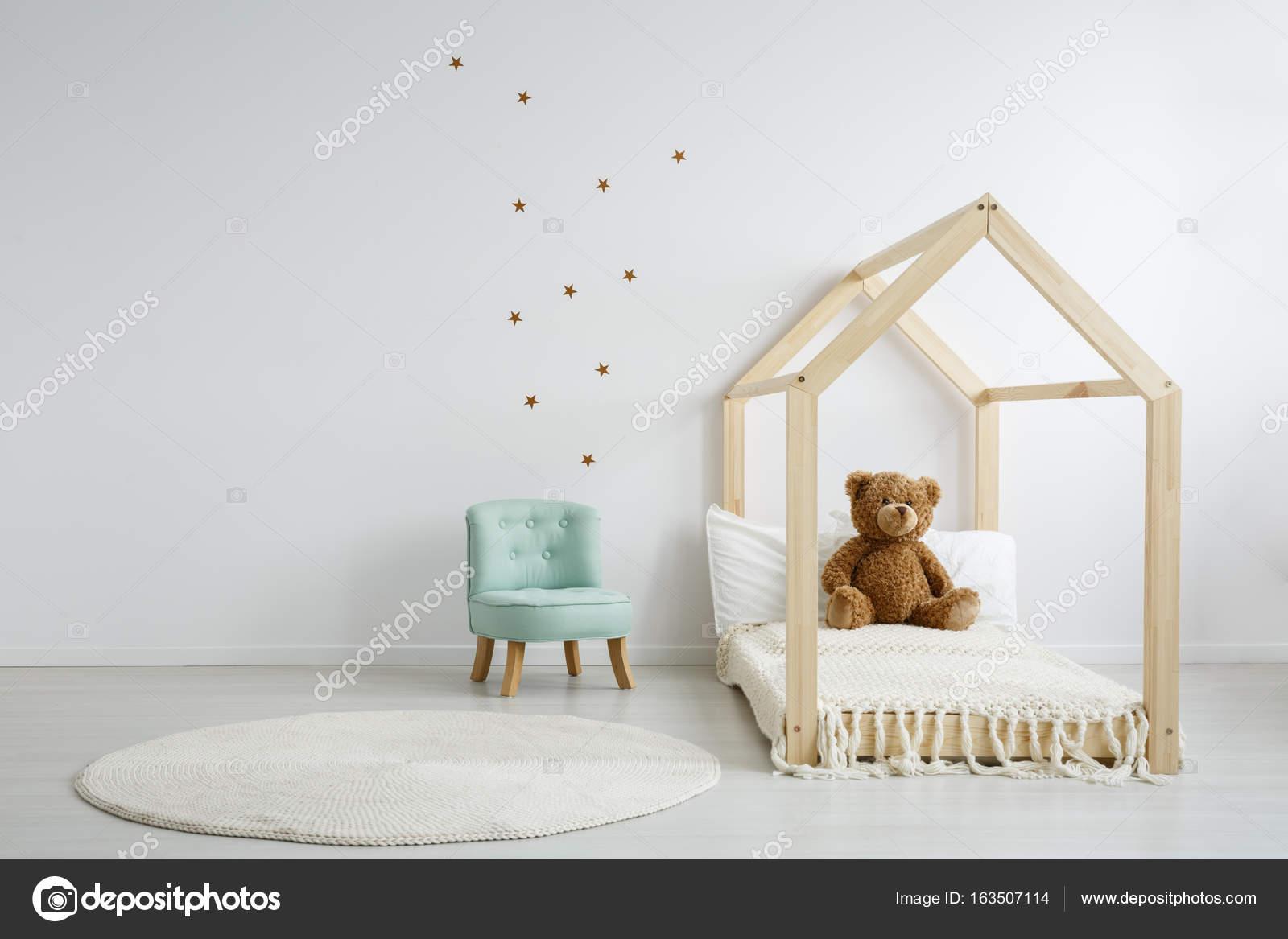 Stoel Voor Op Slaapkamer.Elegante Chique Stoel In Slaapkamer Stockfoto C Photographee Eu