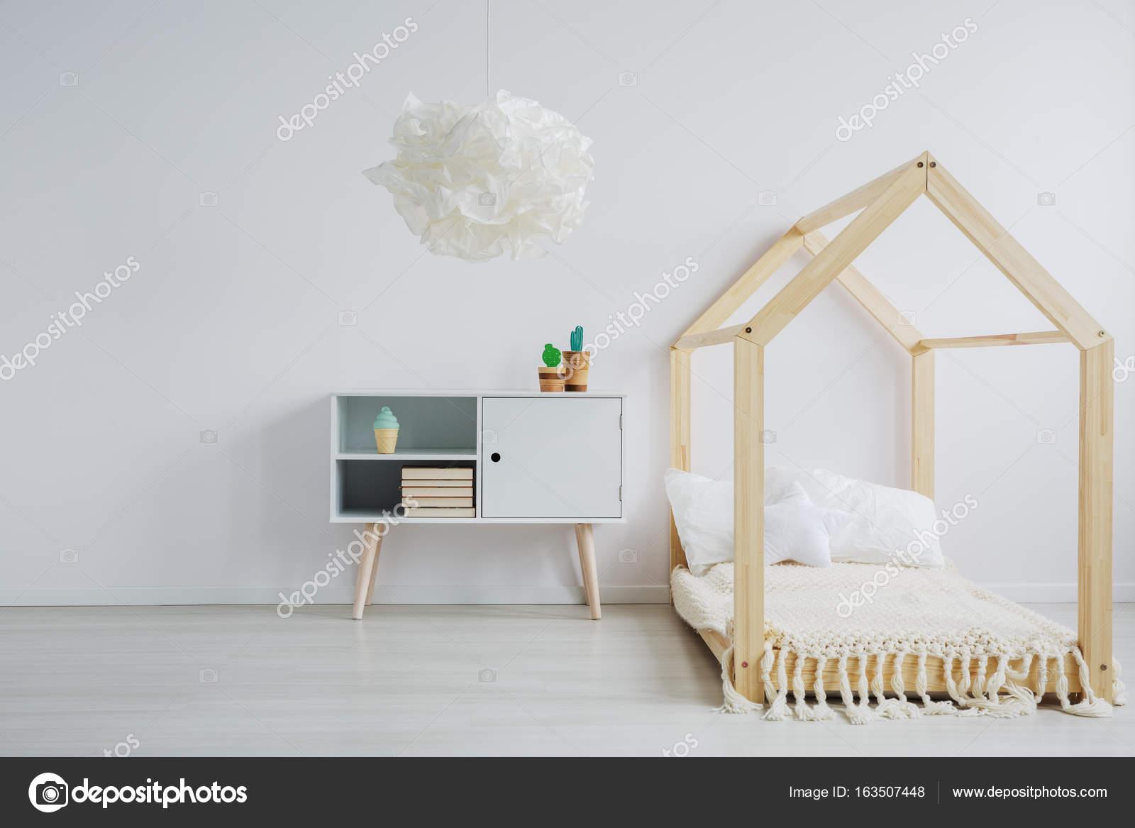 chambre minimaliste pour les enfants photographie 163507448. Black Bedroom Furniture Sets. Home Design Ideas