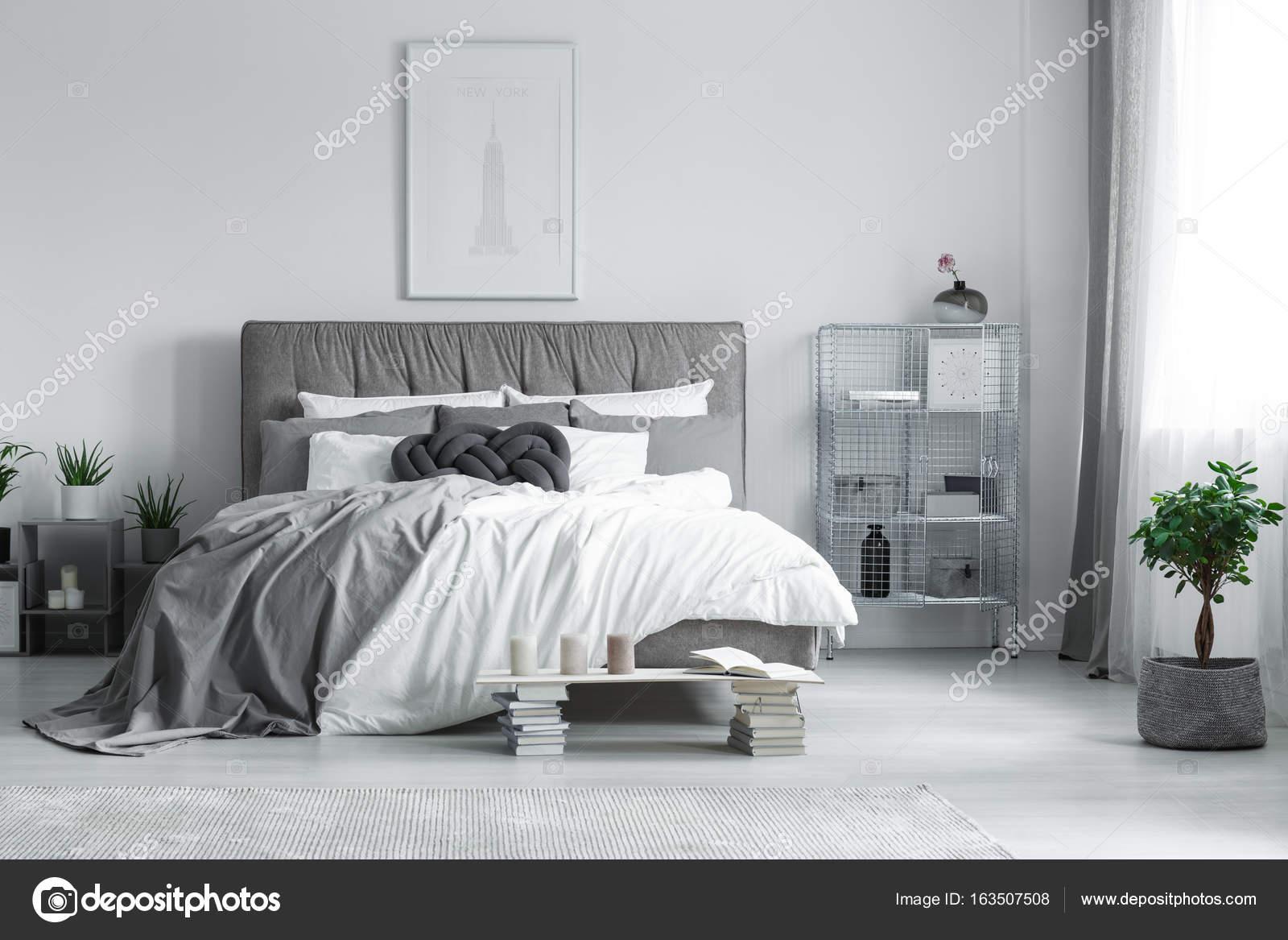 Schilderij boven het bed u stockfoto photographee eu