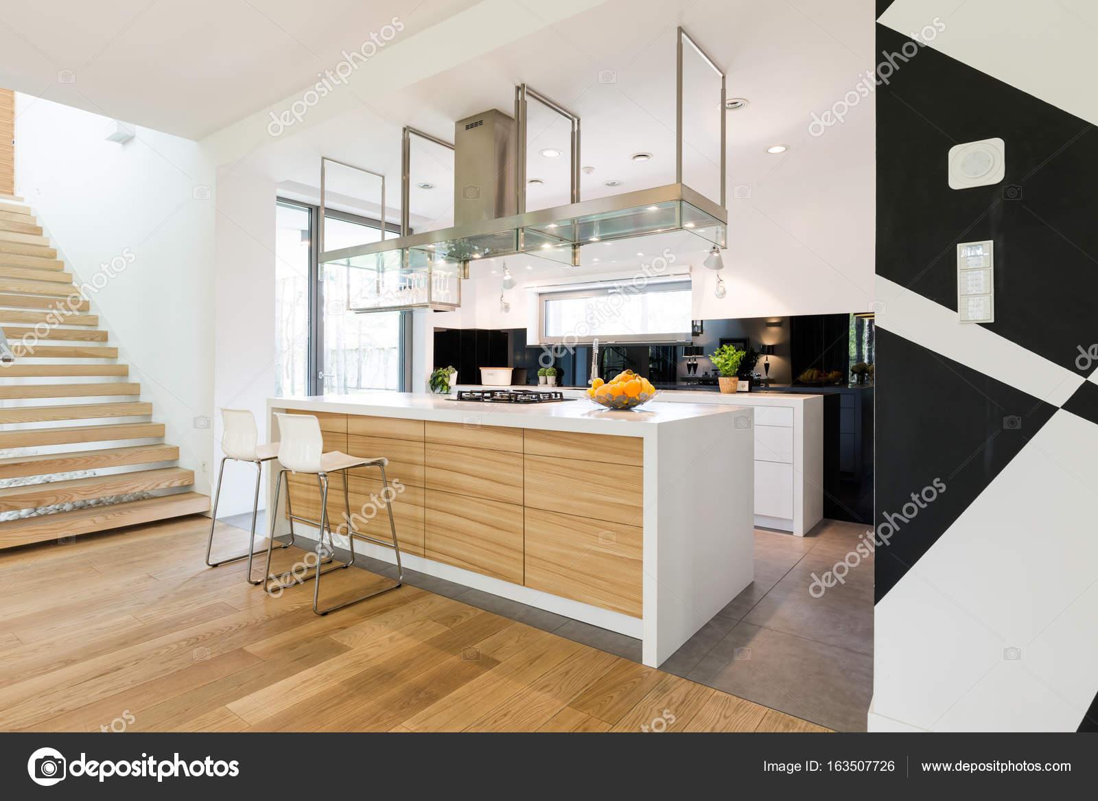 Keukeneiland is het deel van elk modern interieur u2014 stockfoto