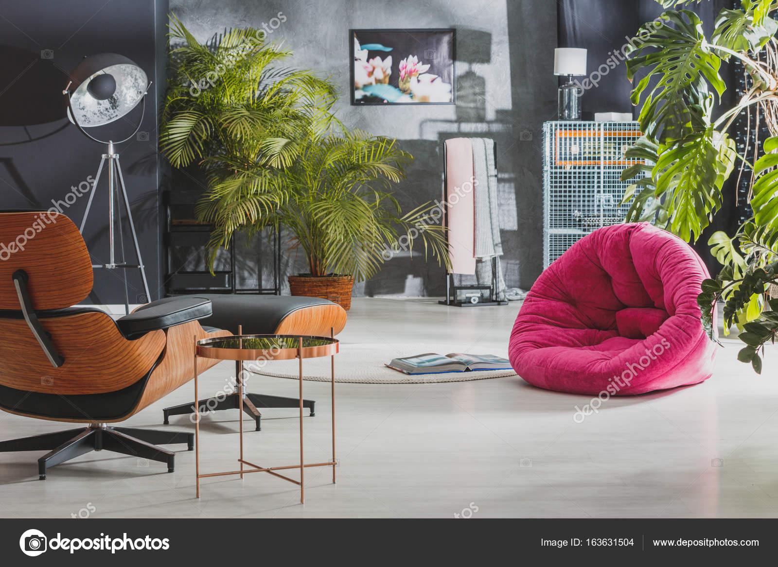 Muebles retro en Apartamento con estilo — Foto de stock ...