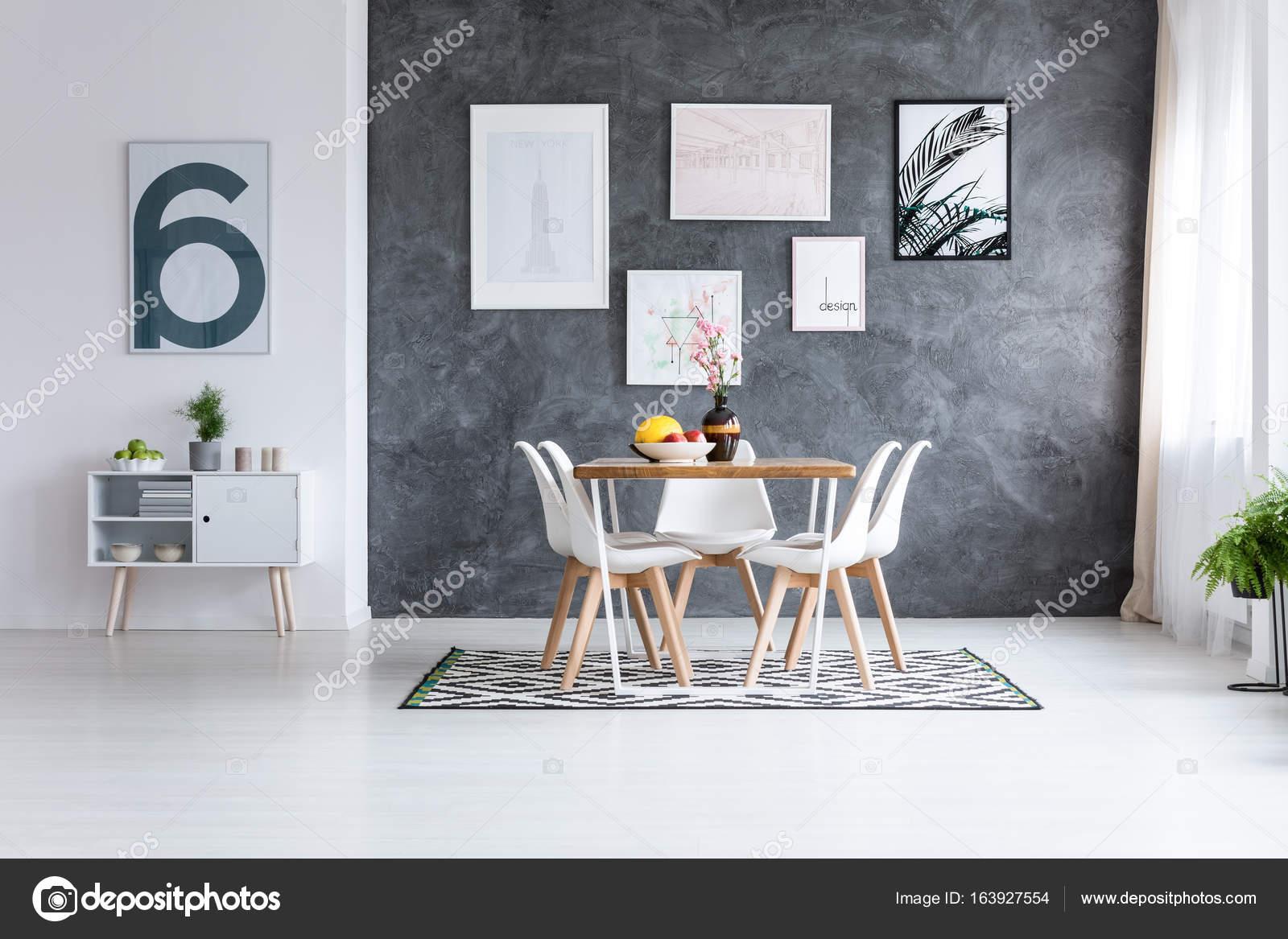 Eetkamer met witte kast — Stockfoto © photographee.eu #163927554