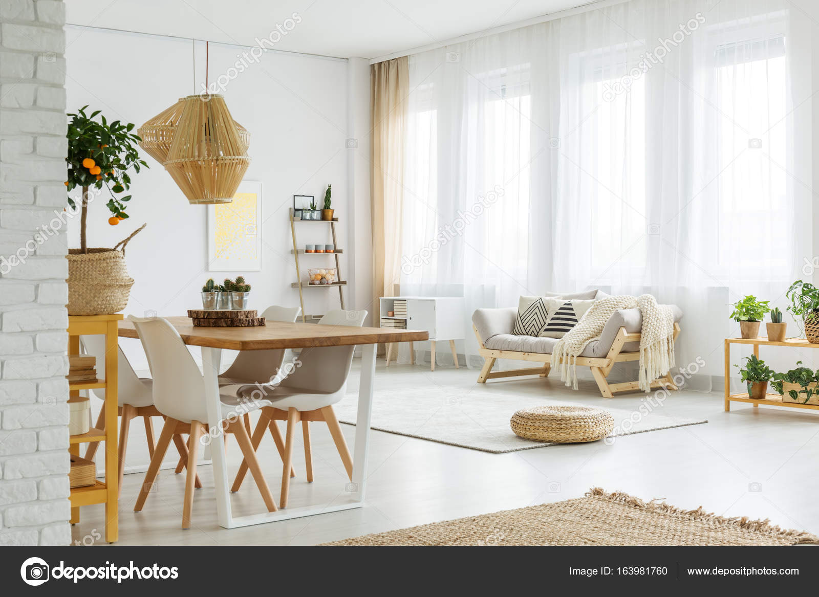 modernes Interieur mit Mauer — Stockfoto © photographee.eu #163981760