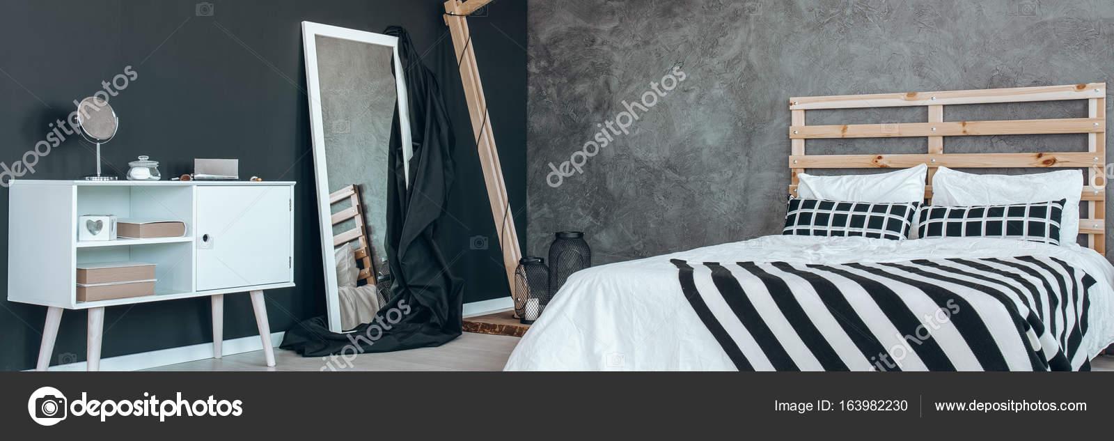 Friedliche schwarze und weiße Schlafzimmer — Stockfoto ...