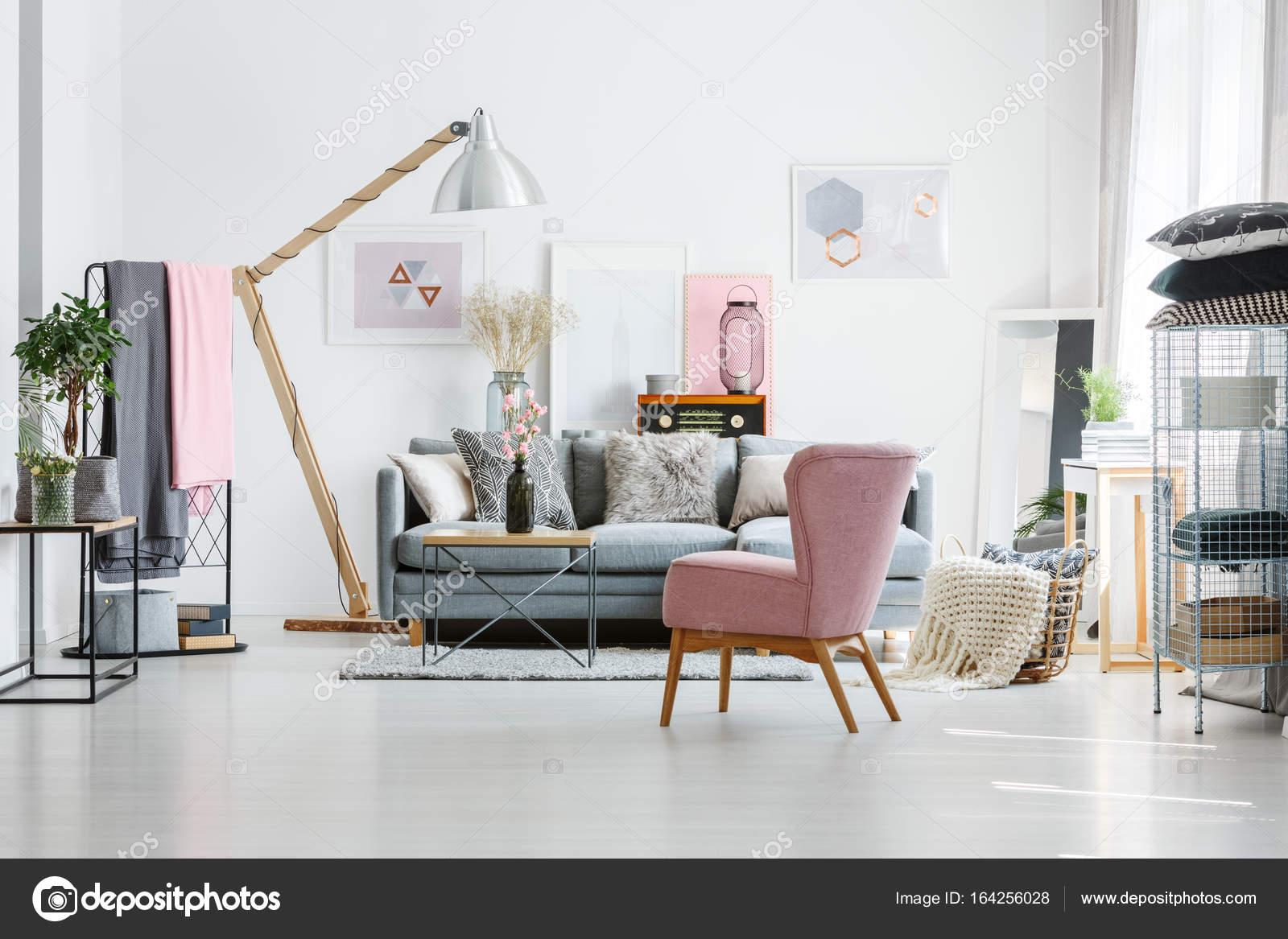Szara Sofa Poduszki Dekoracyjne Zdjęcie Stockowe