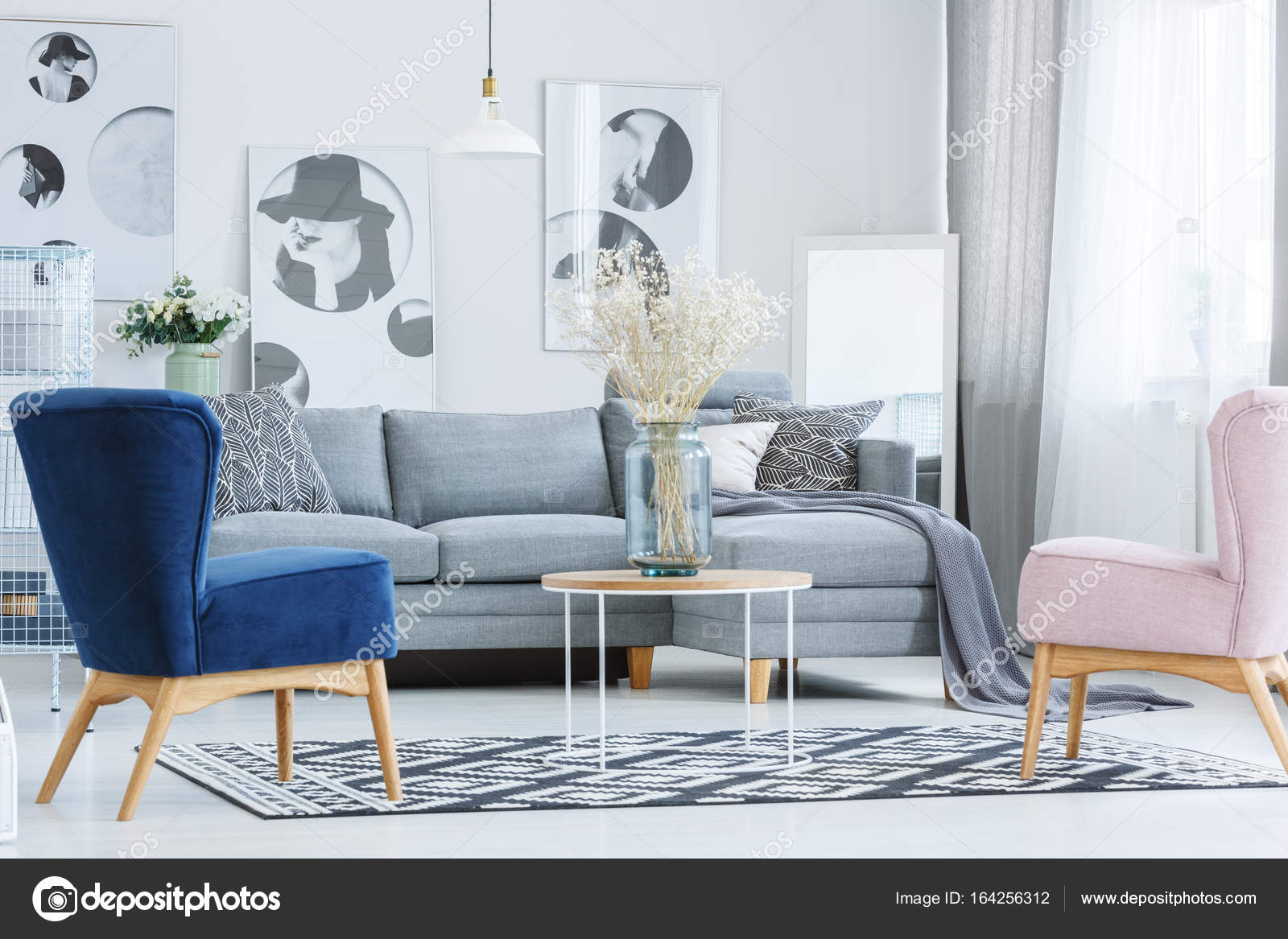 https://st3.depositphotos.com/2249091/16425/i/1600/depositphotos_164256312-stockafbeelding-stijlvolle-woonkamer-met-fauteuils.jpg
