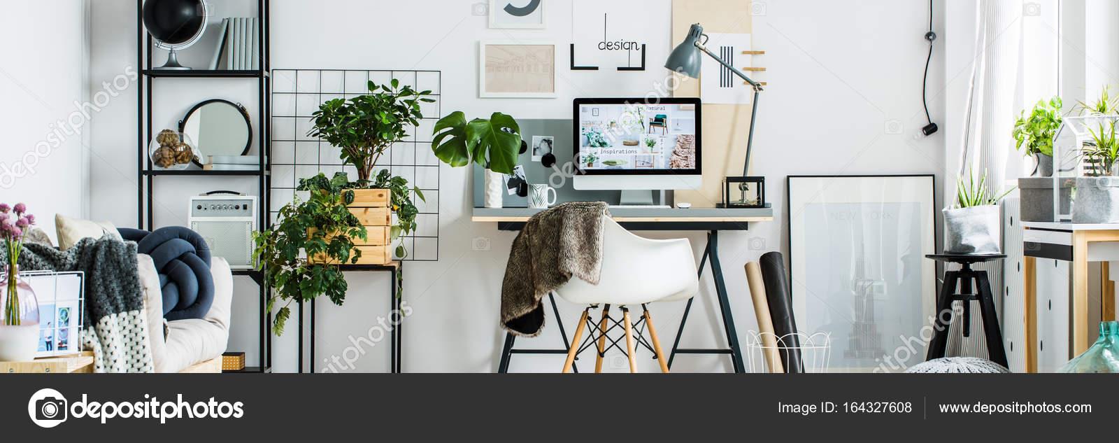 Interior De Oficina Con Muebles Modernos Foto De Stock