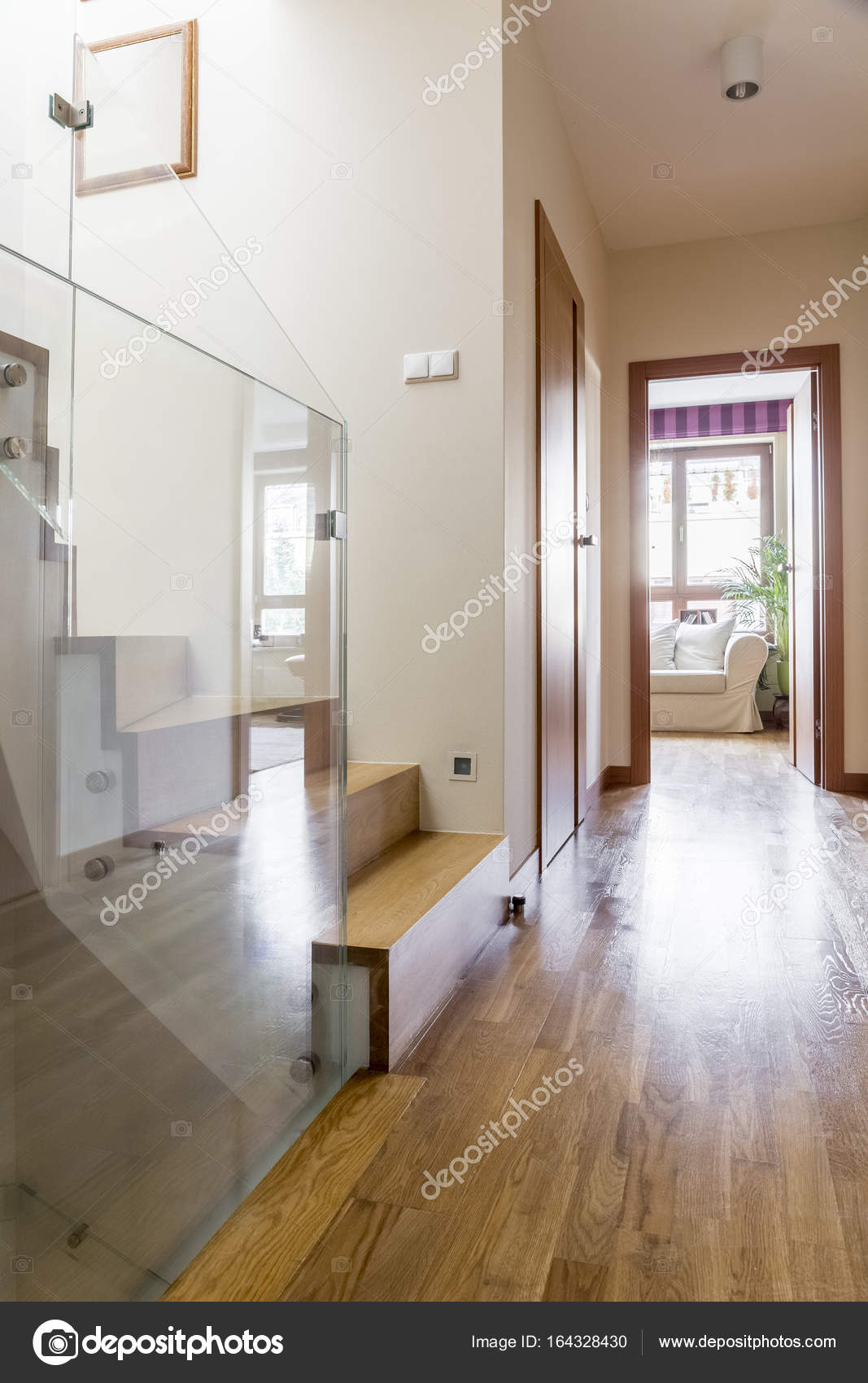 couloir en appartement — Photographie photographee.eu © #164328430
