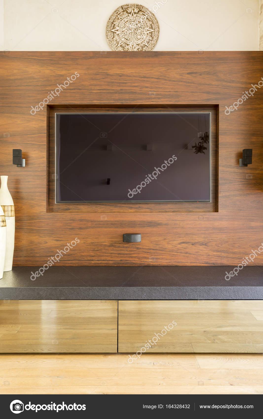 tv an der wand mit dem maya kalender dar ber stockfoto 164328432. Black Bedroom Furniture Sets. Home Design Ideas