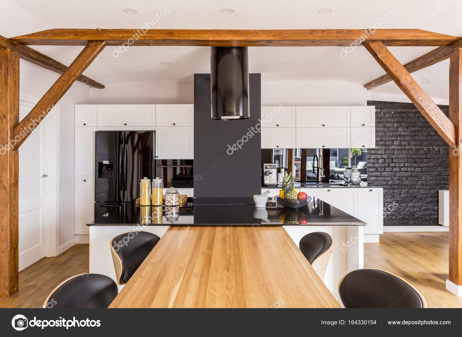 Moderne Küche mit weißen Schränke — Stockfoto © photographee.eu ...