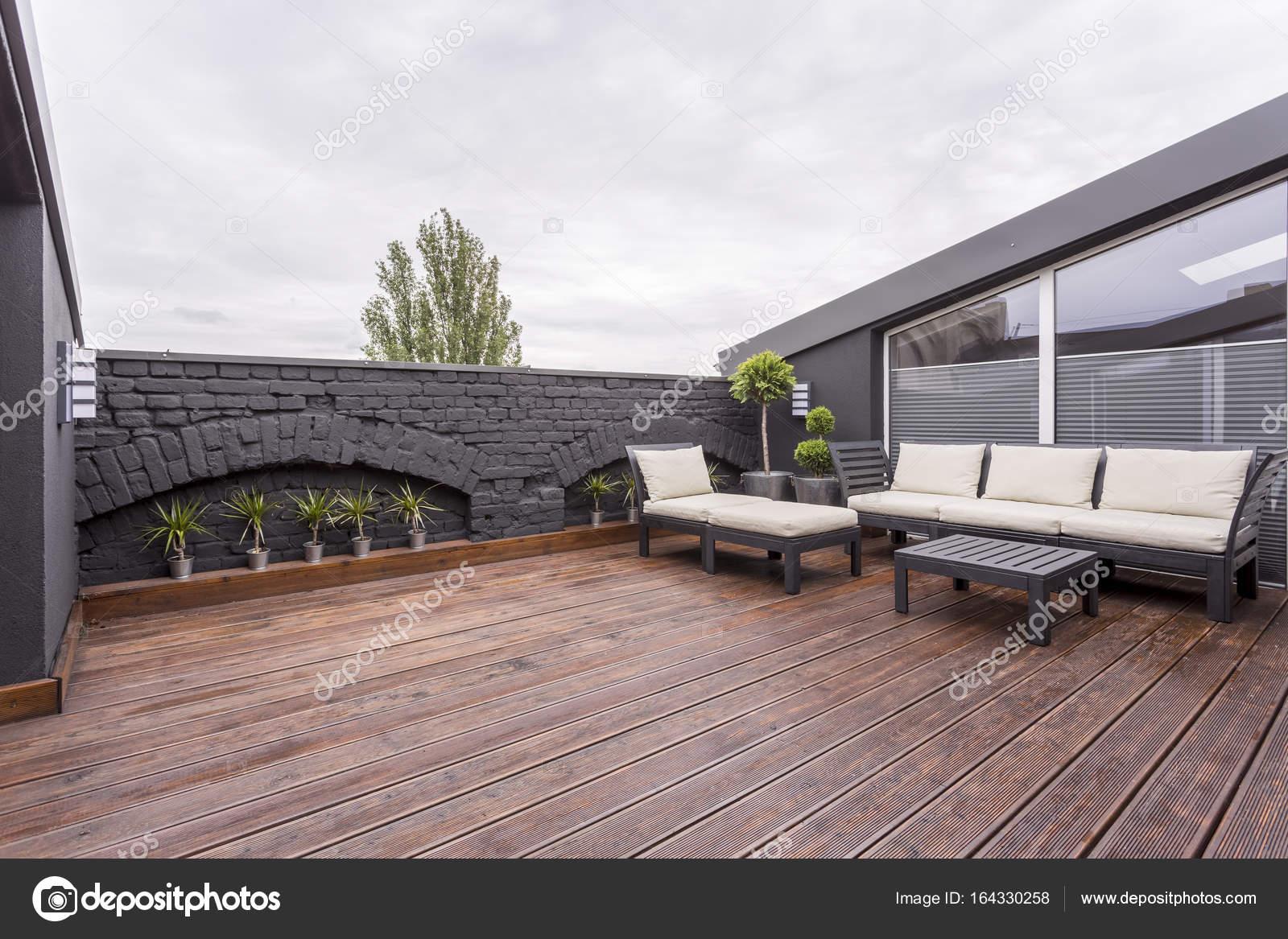 Muebles de jardín en terraza — Fotos de Stock © photographee.eu ...