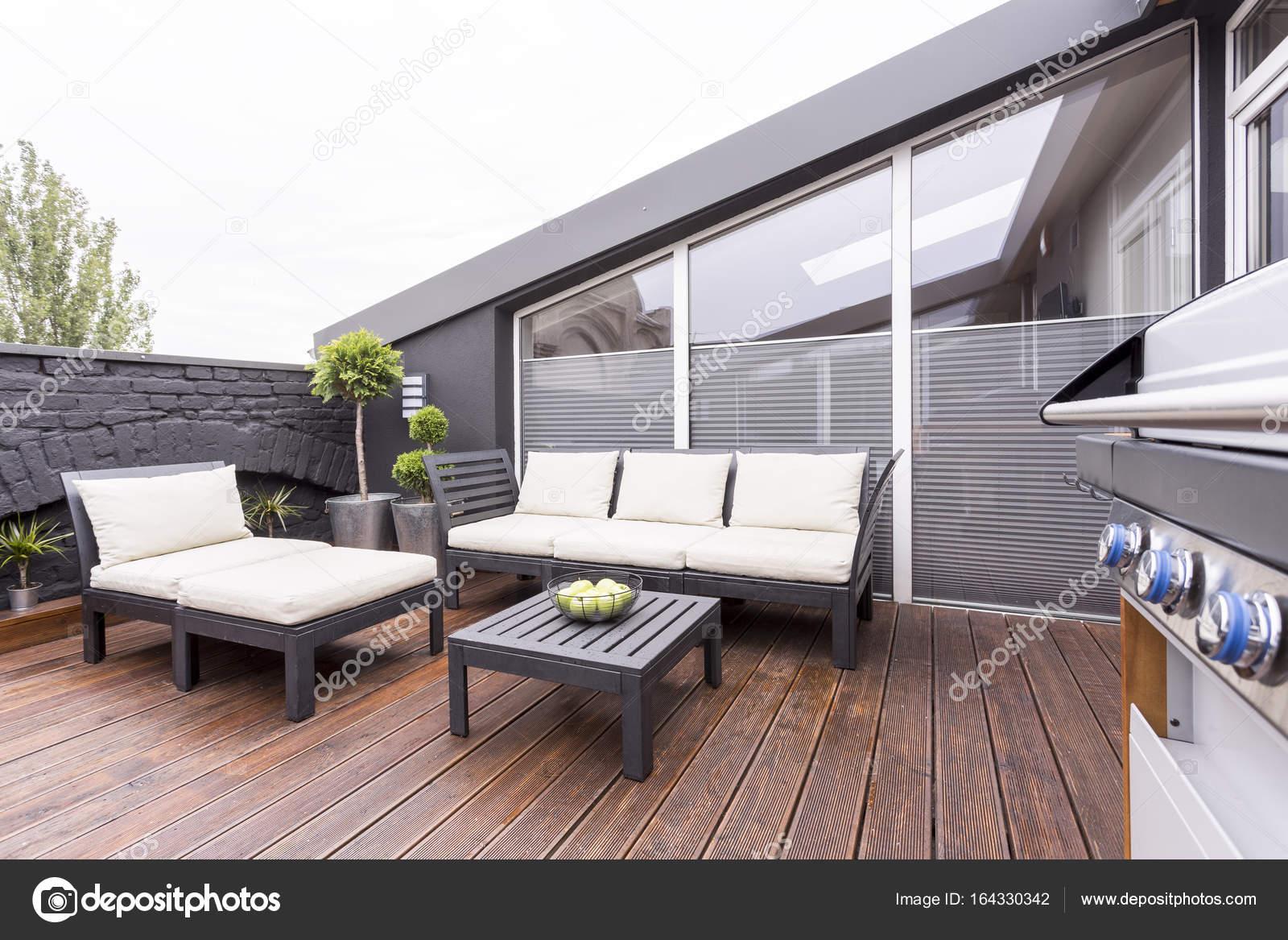 Elegante terraza con muebles de jard n foto de stock 164330342 - Cerramiento terraza sin licencia ...