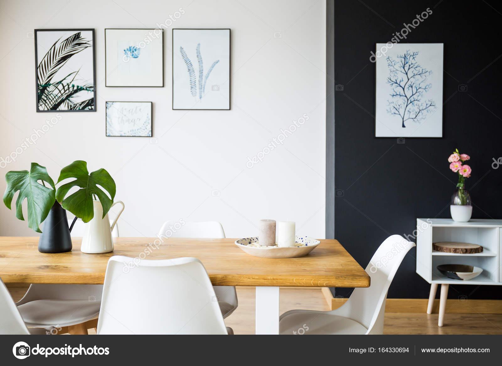 Eetkamer met plant decoratie u stockfoto photographee eu