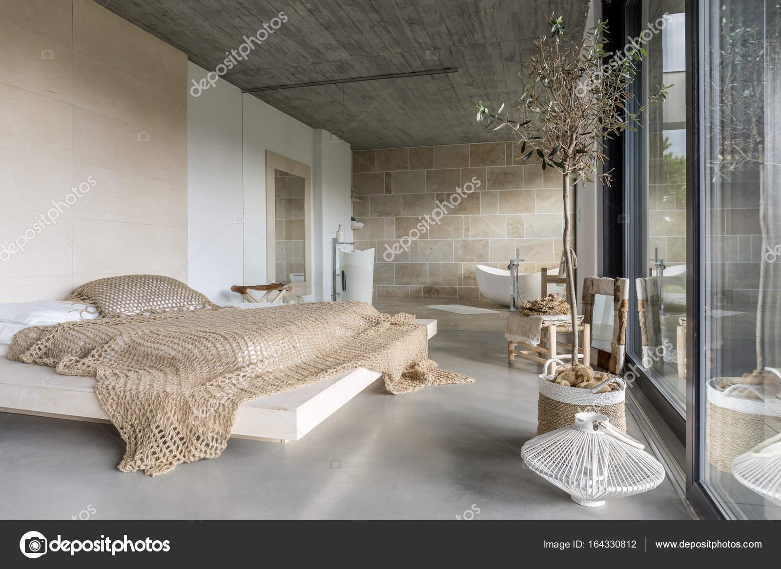 Camera da letto di lusso moderno — Foto Stock © photographee ...