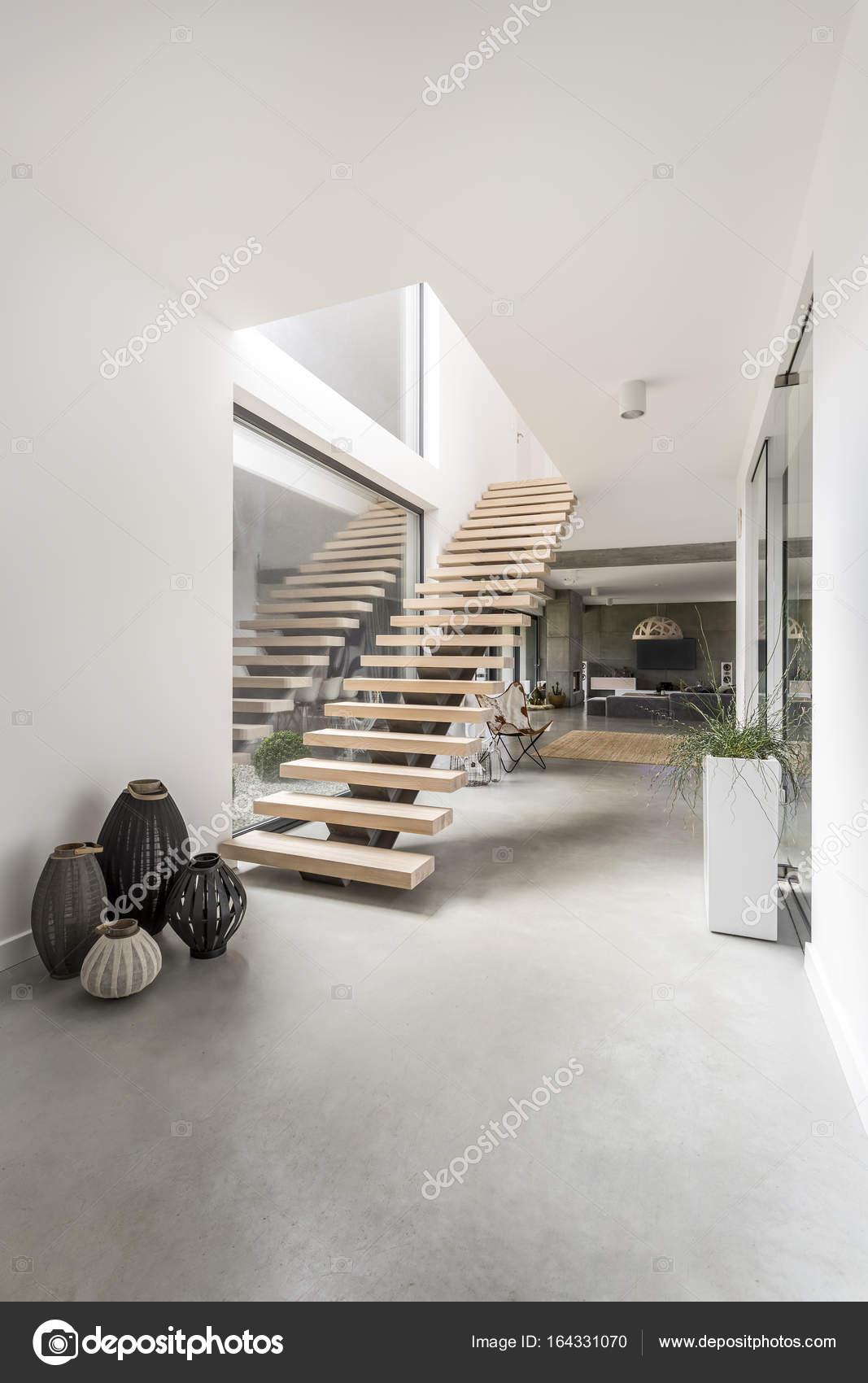 escalier dans une villa minimaliste photographie 164331070. Black Bedroom Furniture Sets. Home Design Ideas