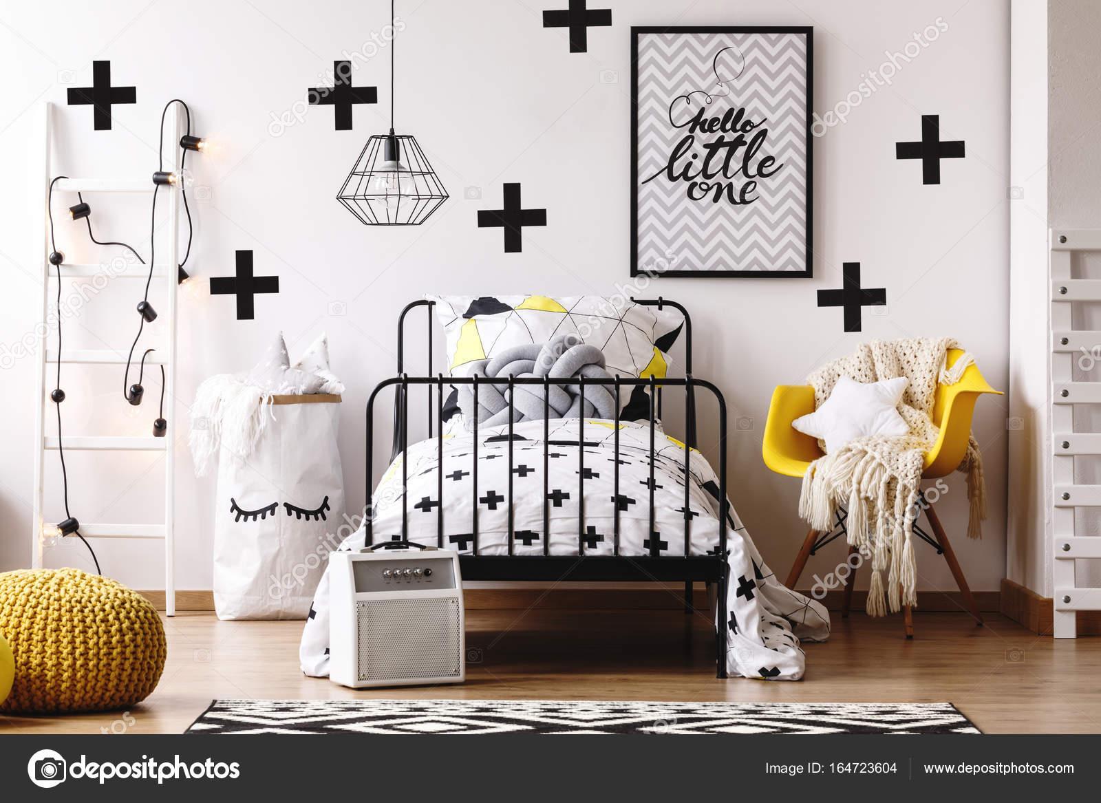 Chambre d\'enfant colorée avec pouf — Photographie photographee.eu ...