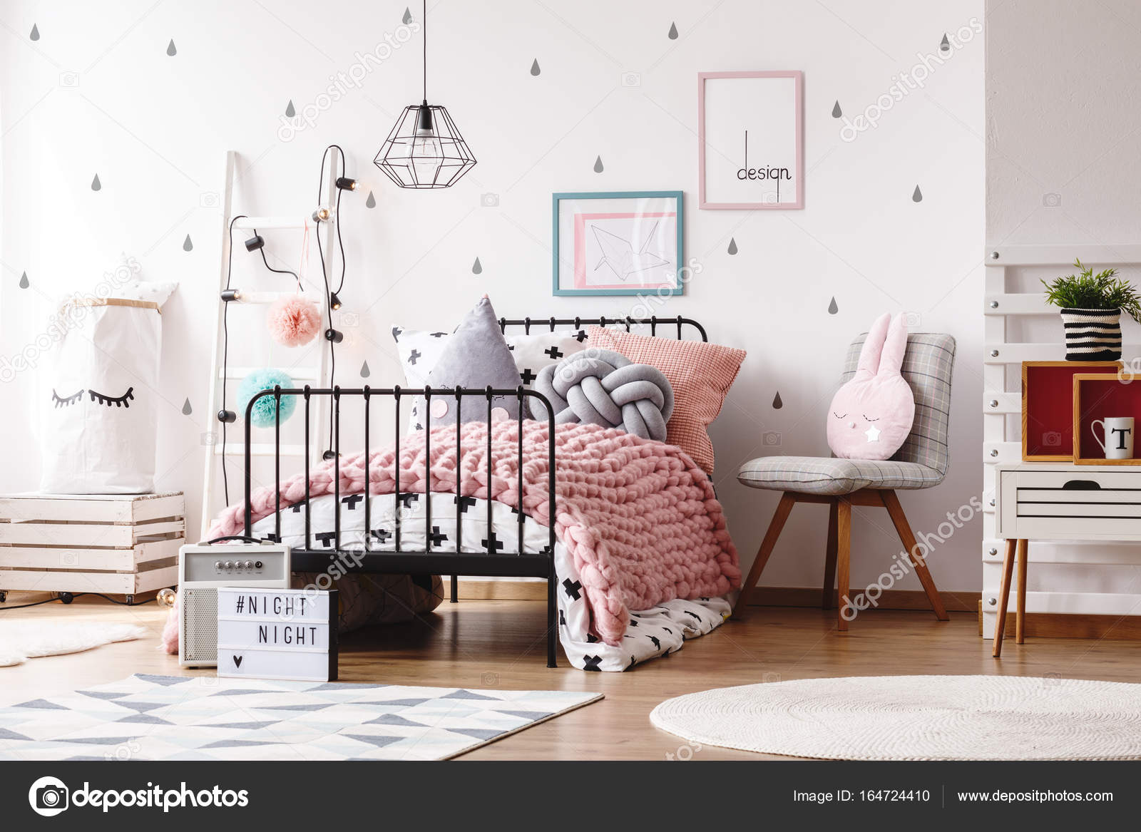 Camere Da Letto Bambino : Camera da letto bambini svegli con i manifesti u2014 foto stock