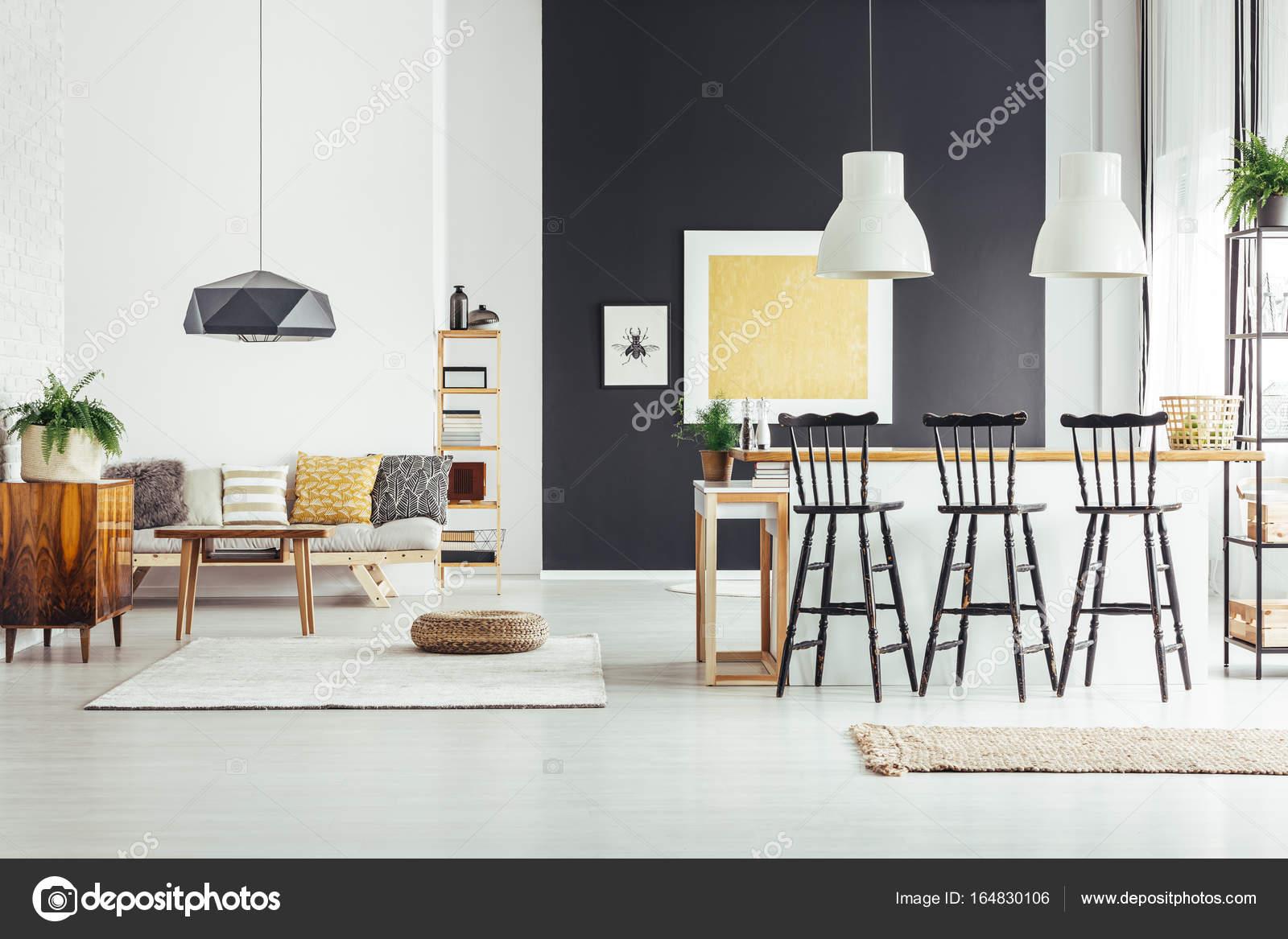 Kücheninsel mit Barhocker — Stockfoto © photographee.eu #164830106