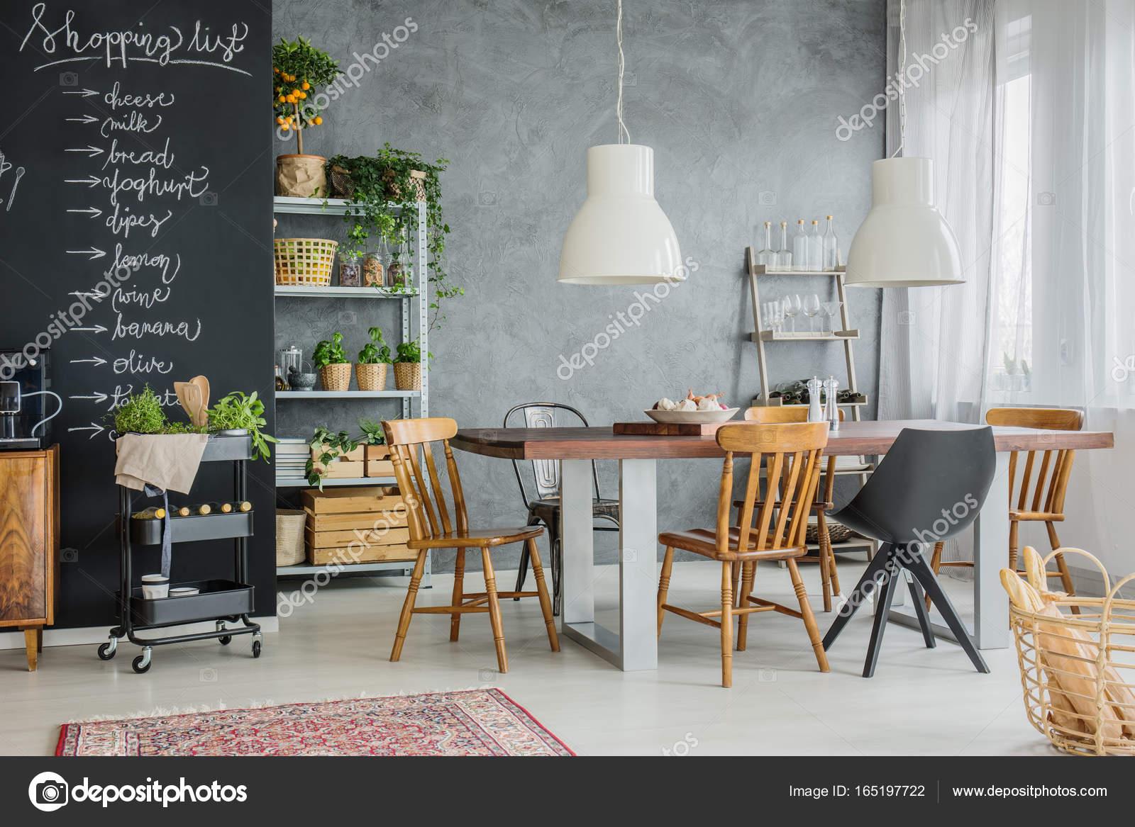 Unterschiedliche Stuhle Und Tisch Stockfoto C Photographee Eu
