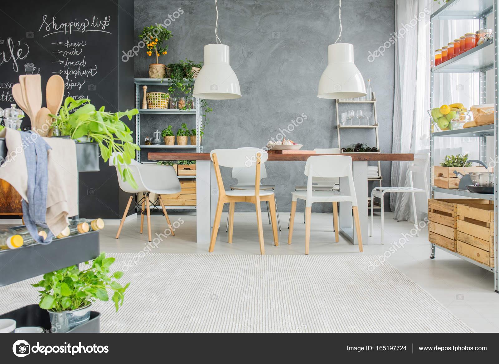 Comedor Industrial Con Mesa Fotos De Stock