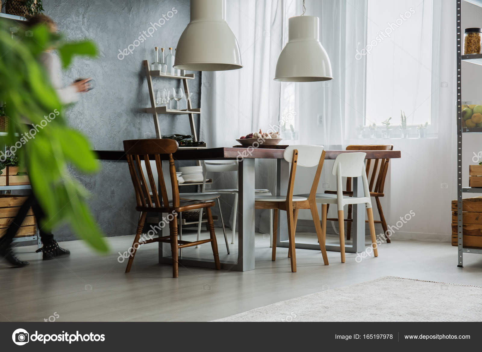 Rustieke tafel in eetkamer — Stockfoto © photographee.eu #165197978