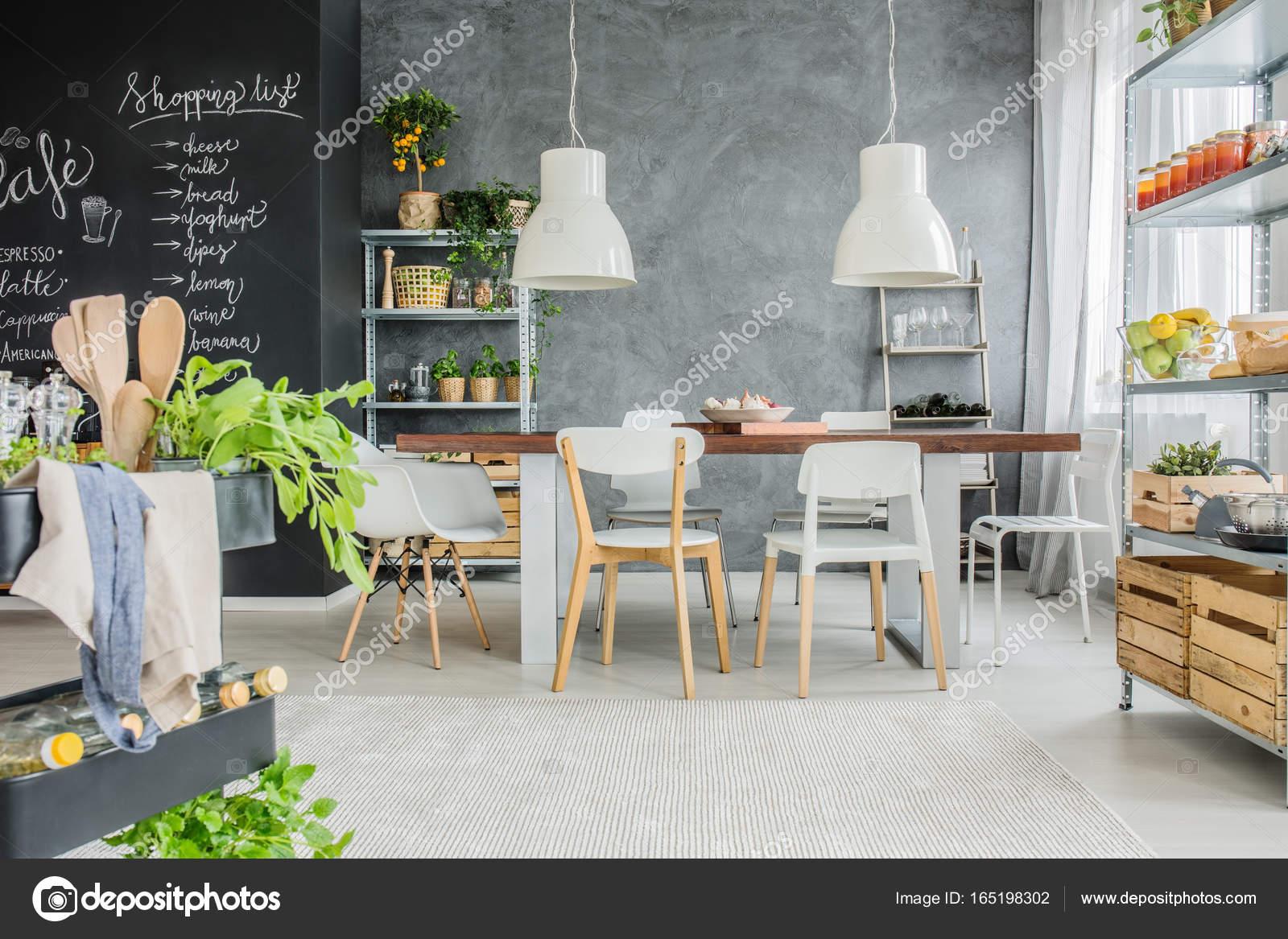Parete Di Lavagna Prezzo : Muro industriale tavolo e lavagna u foto stock photographee eu