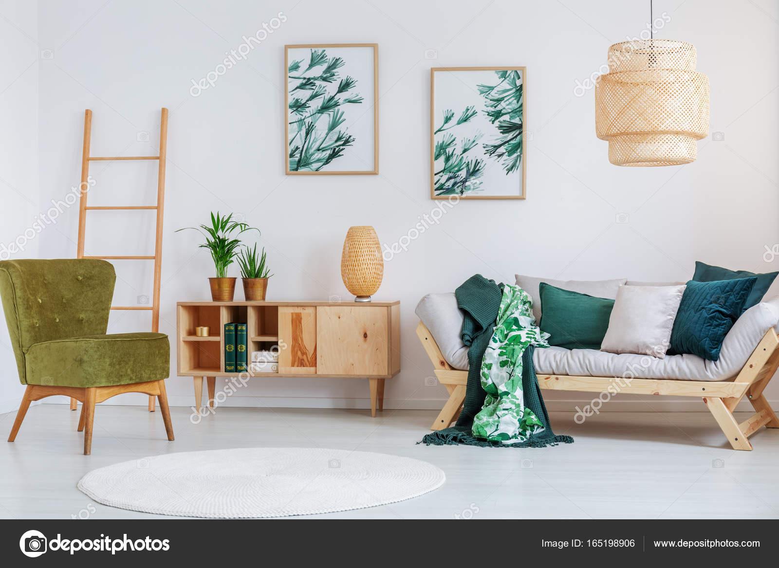 Woonkamer met creatieve lamp — Stockfoto © photographee.eu #165198906