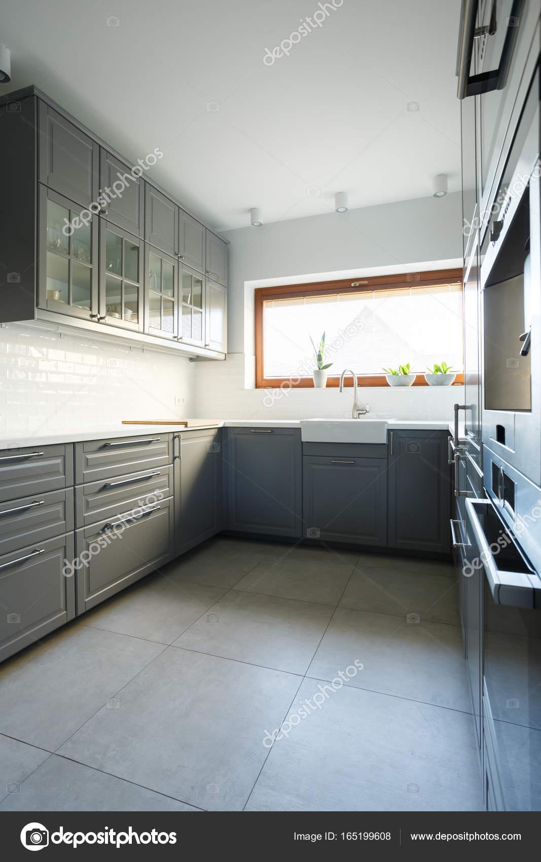 Traditionellen Stil der gemütlichen Küche — Stockfoto © photographee ...